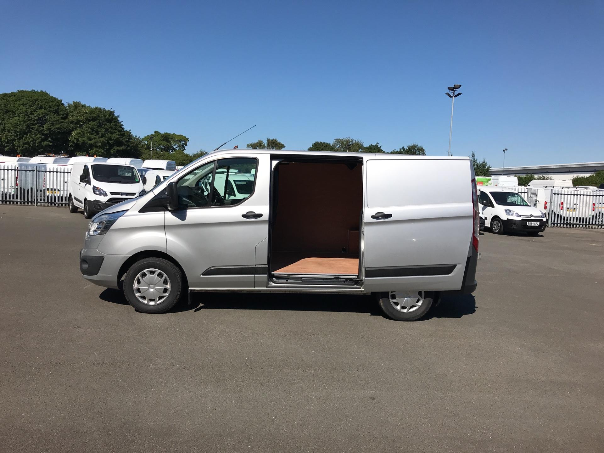 2016 Ford Transit Custom 270 L1 DIESEL FWD 2.2 TDCI 130PS LOW ROOF TREND VAN EURO 5 (DL66HCP) Thumbnail 17