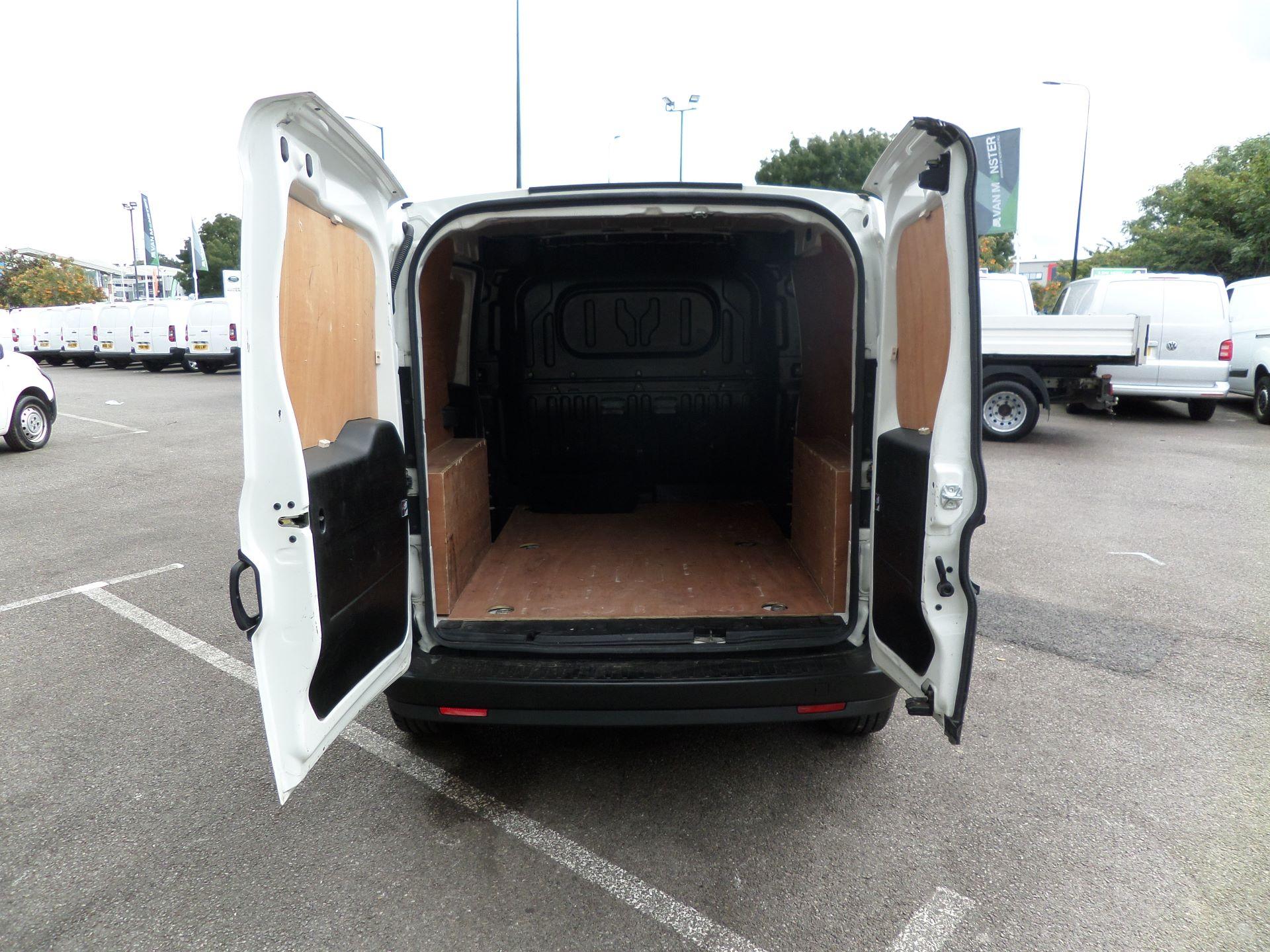 2015 Vauxhall Combo 2000 1.3 Cdti 16V H1 Van Euro 5 (DN15ZKY) Image 15