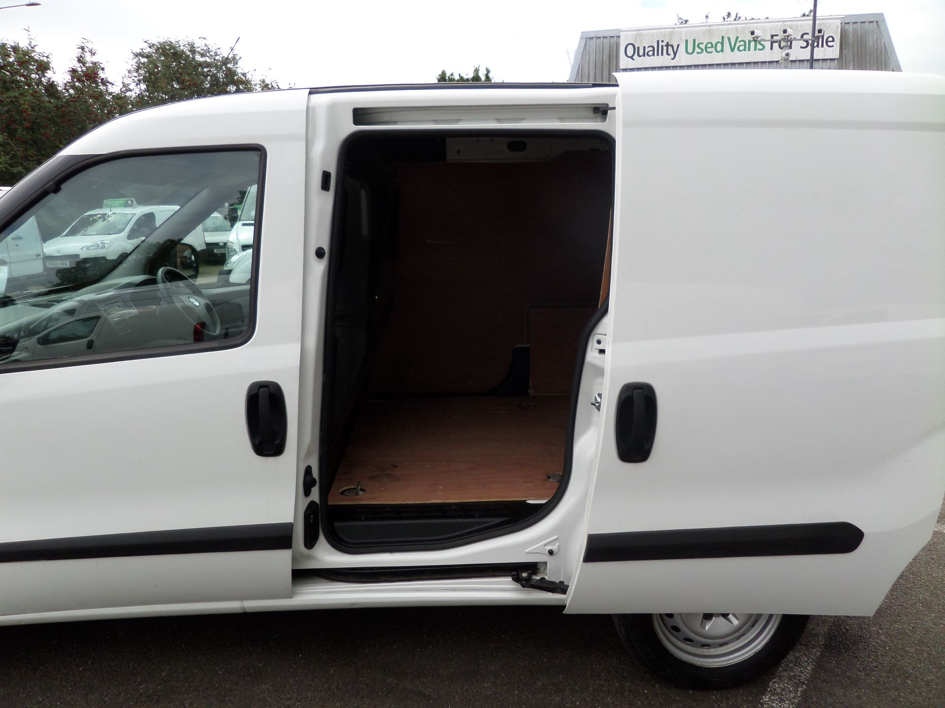 2015 Vauxhall Combo 2000 1.3 Cdti 16V H1 Van Euro 5 (DN15ZKY) Image 16