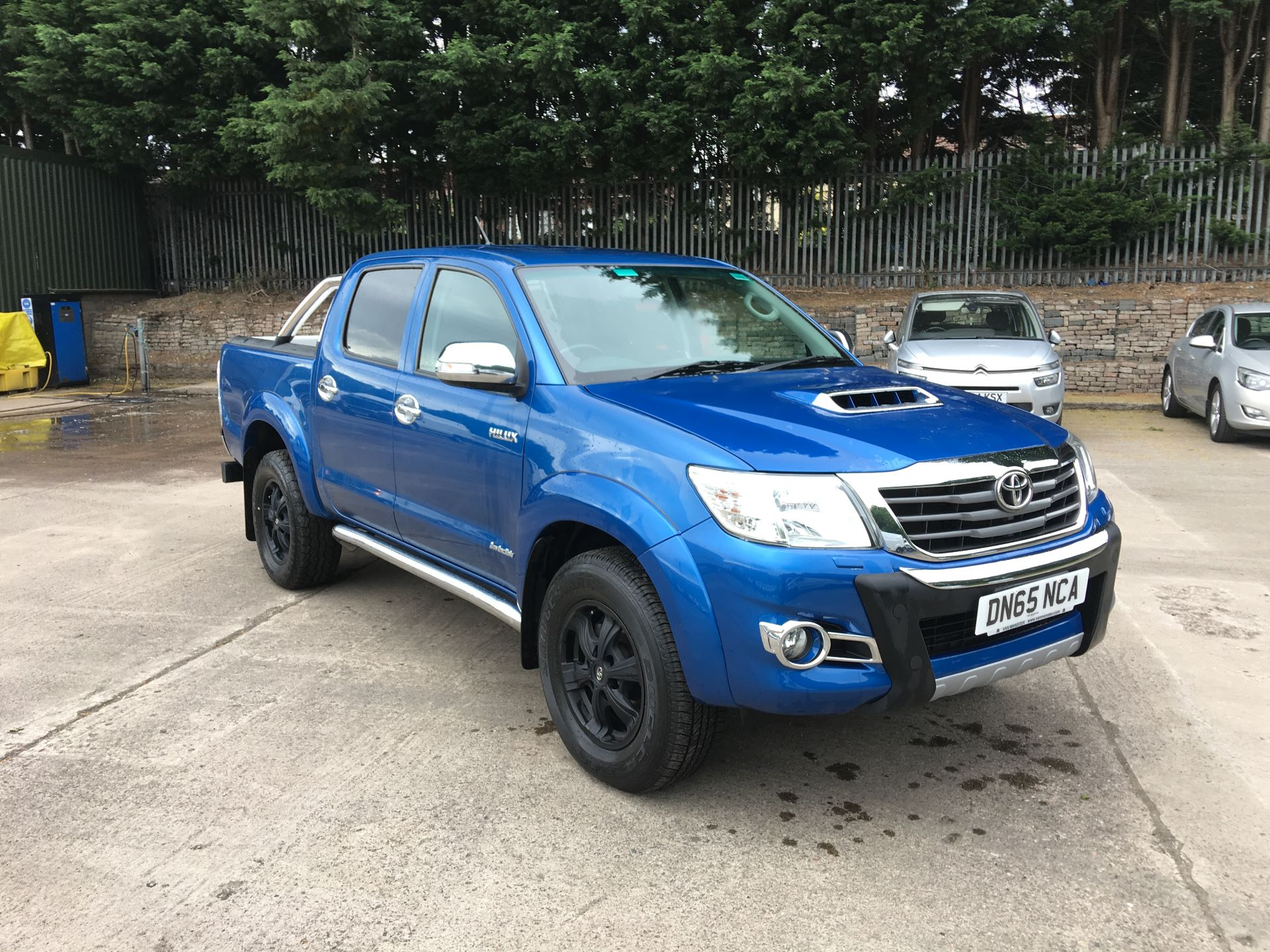 2016 Toyota Hilux INVINCIBLE X DOUBLE CAB PICK UP 3.0 D-4D 171PS 4WD AUTO (DN65NCA)