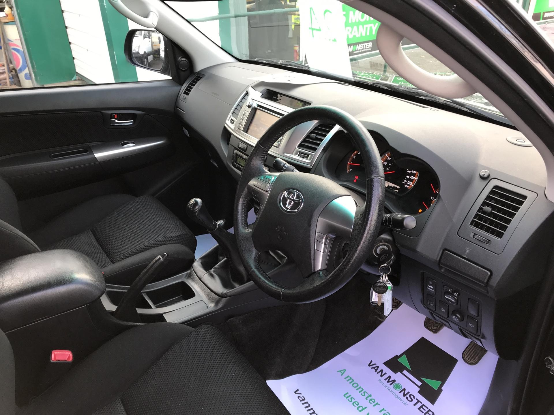 2016 Toyota Hilux DOUBLE CAB PICK UP 3.0 4WD 171 INVINCIBLE EURO 5  (DN65NCF) Image 9