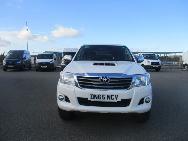 2016 Toyota Hilux DOUBLE CAB PICK UP 3.0 4WD 171 INVINCIBLE EURO 5. AIR CON, SAT NAV (DN65NCV) Image 11