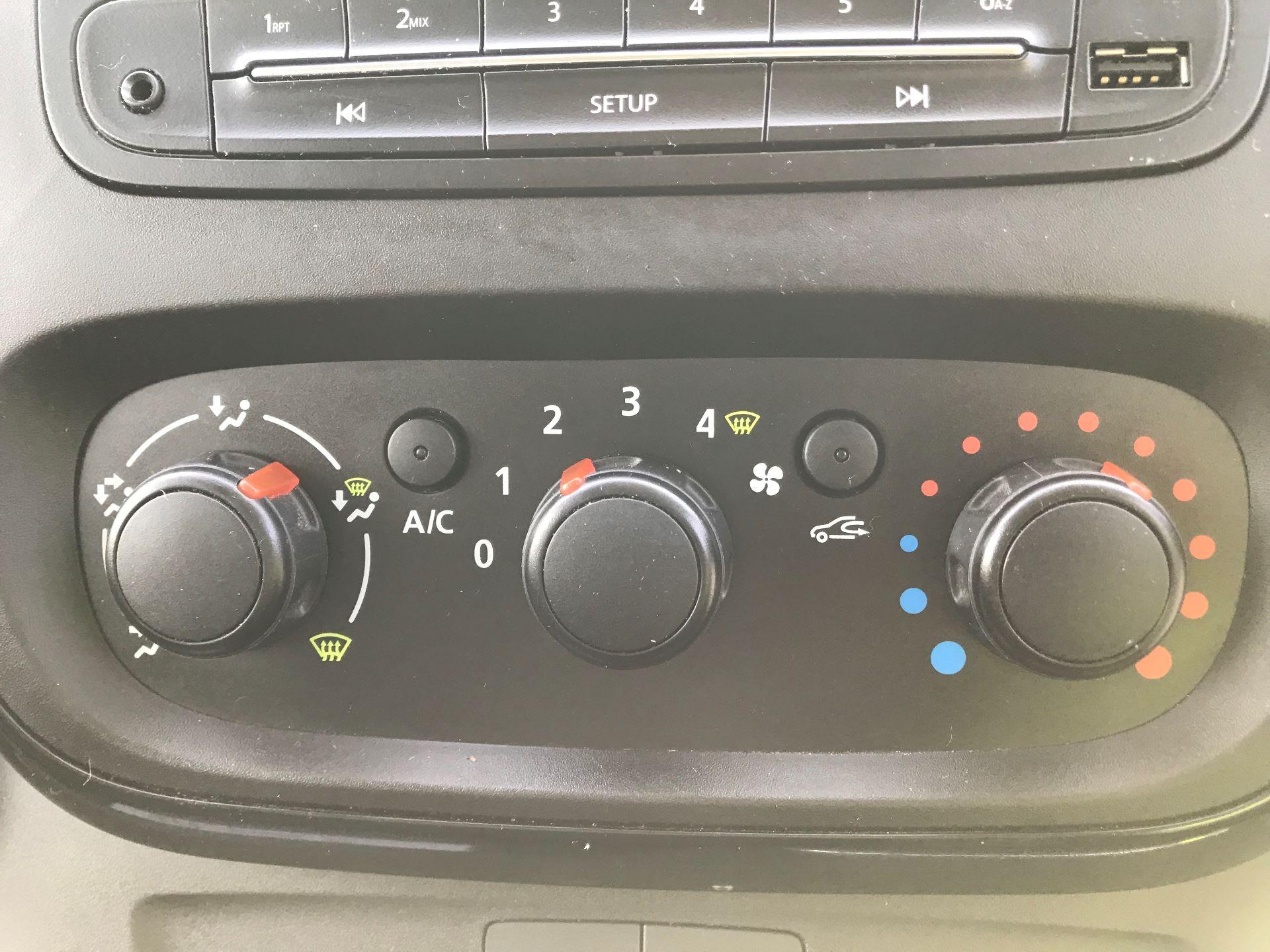2017 Vauxhall Vivaro  L2 H1 2900 1.6 CDTI 120PS SPORTIVE EURO 6 (DN67TLV) Image 29