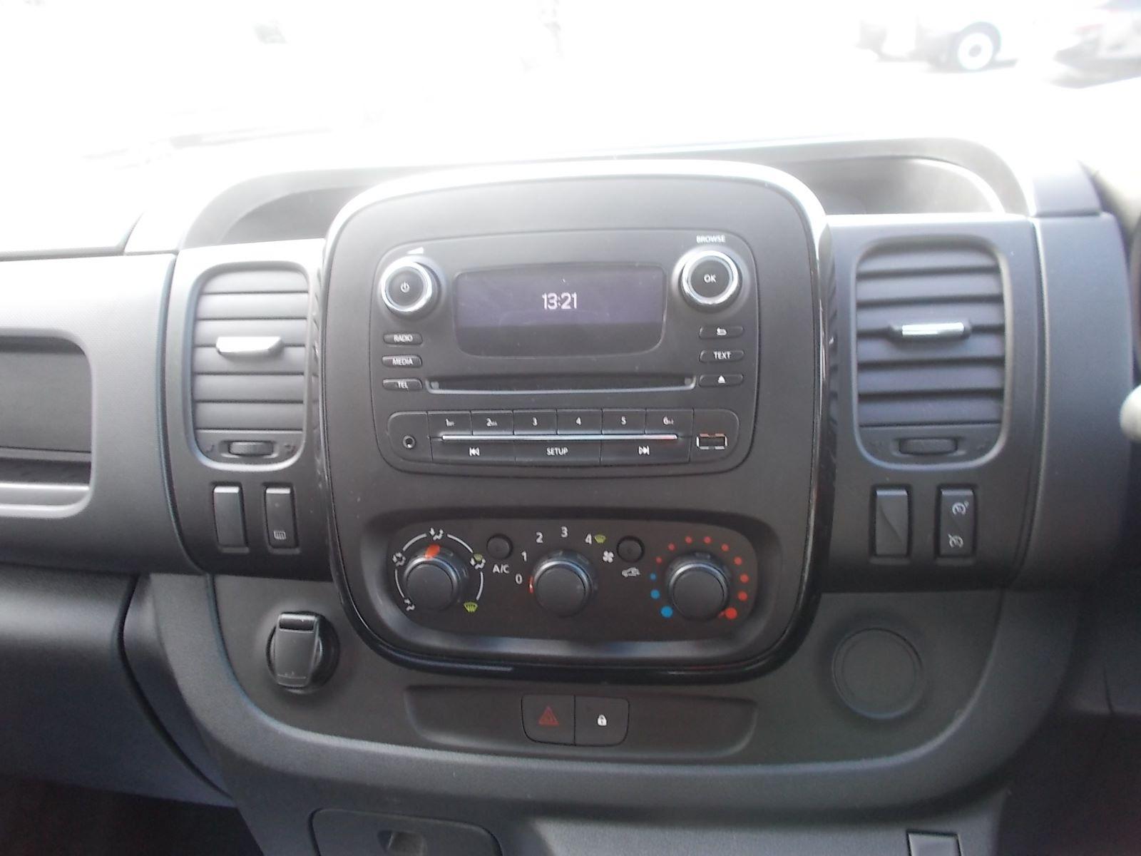 2017 Vauxhall Vivaro L2 H1 2900 1.6CDTI 120PS SPORTIVE EURO 6 (DN67TLY) Image 17