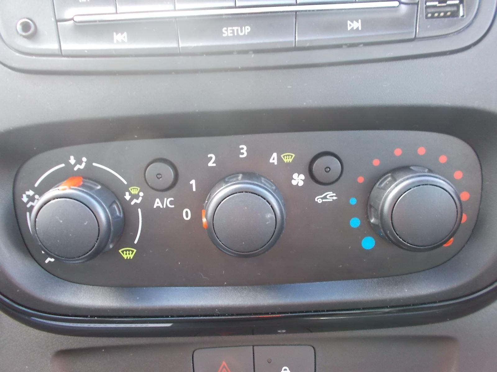 2017 Vauxhall Vivaro L2 H1 2900 1.6CDTI 120PS SPORTIVE EURO 6 (DN67TLY) Image 19