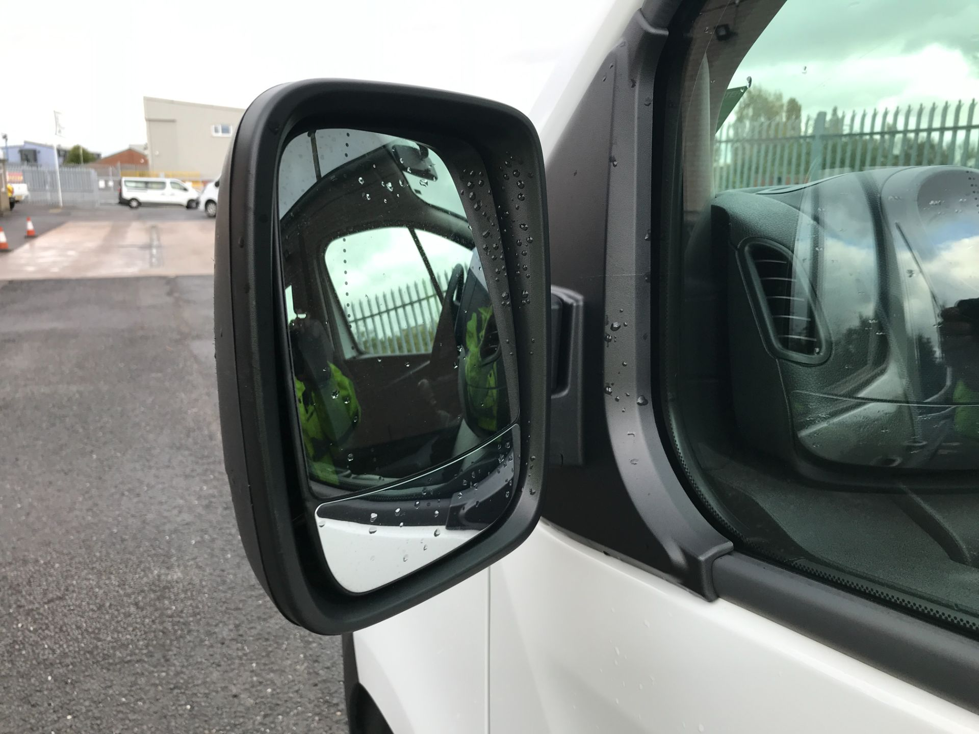 2018 Vauxhall Vivaro 2900 L2 H1 1.6CDTI 120PS  9 SEAT MINIBUS EURO 6 (DN68TVD) Image 27