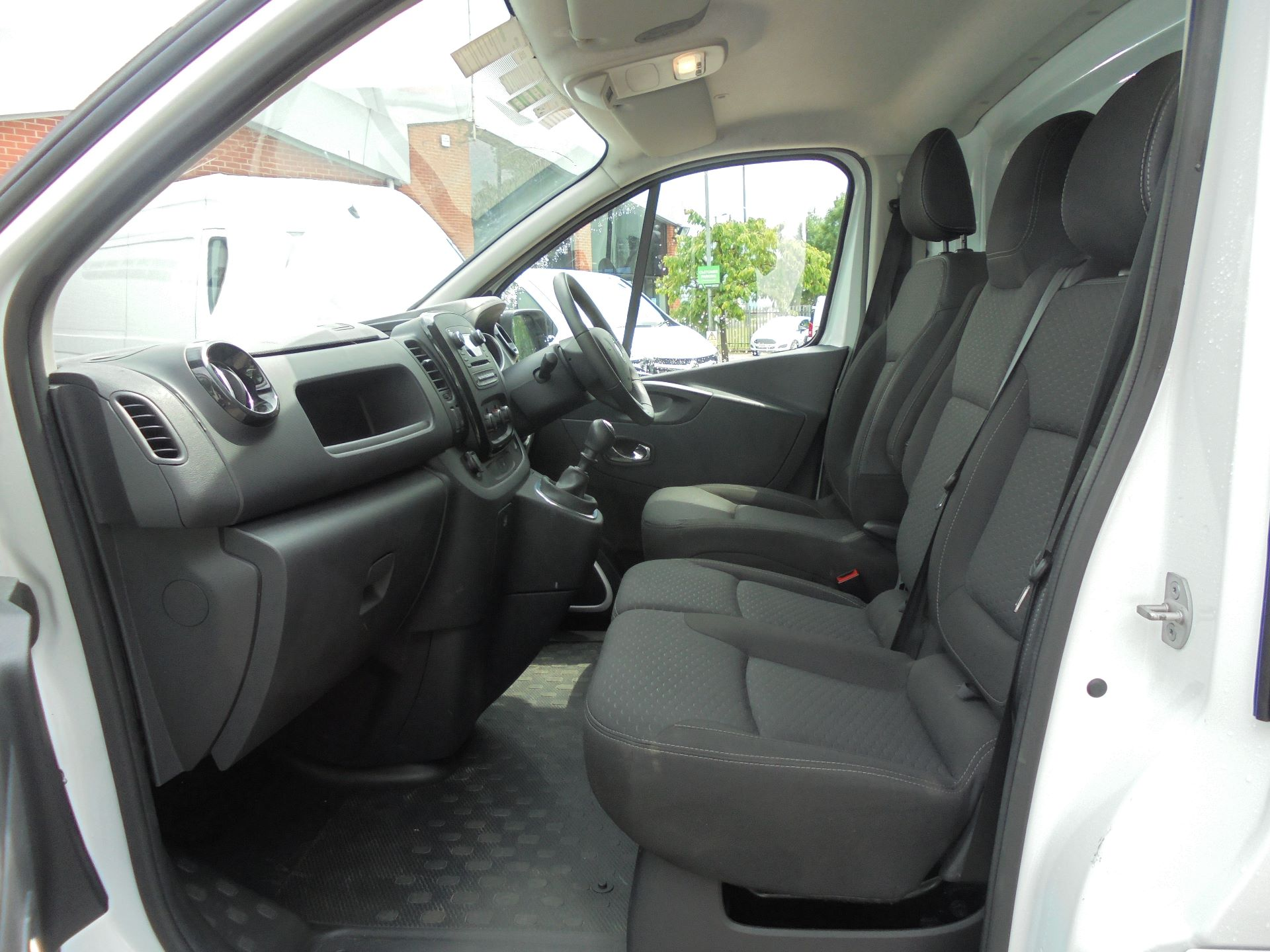 2018 Vauxhall Vivaro L2 H1 2900 1.6CDTI 120PS SPORTIVE EURO 6 (DN68YZL) Image 16