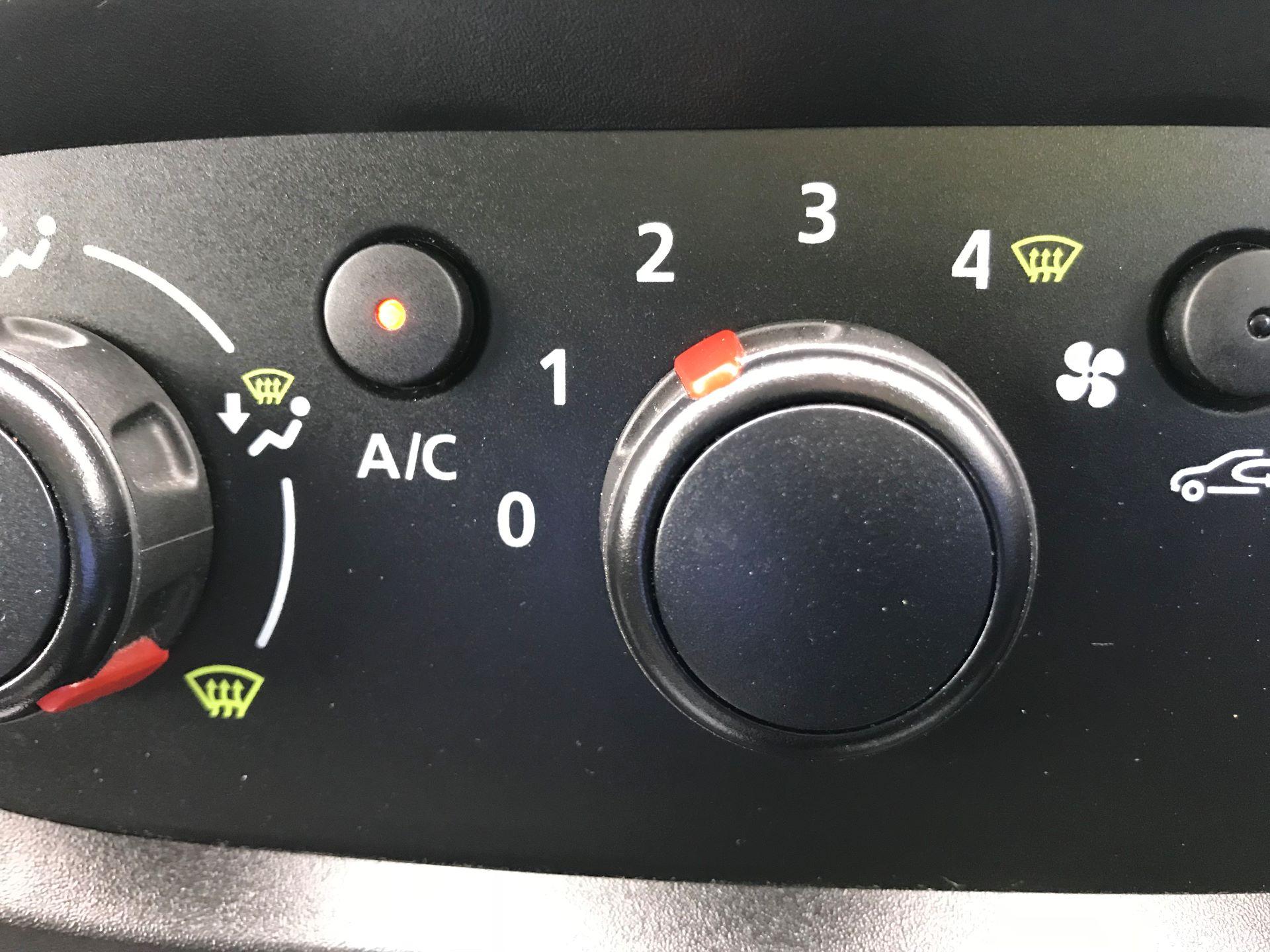 2018 Vauxhall Vivaro L2 H1 2900 1.6CDTI 120PS SPORTIVE EURO 6 (DN68ZDR) Image 32