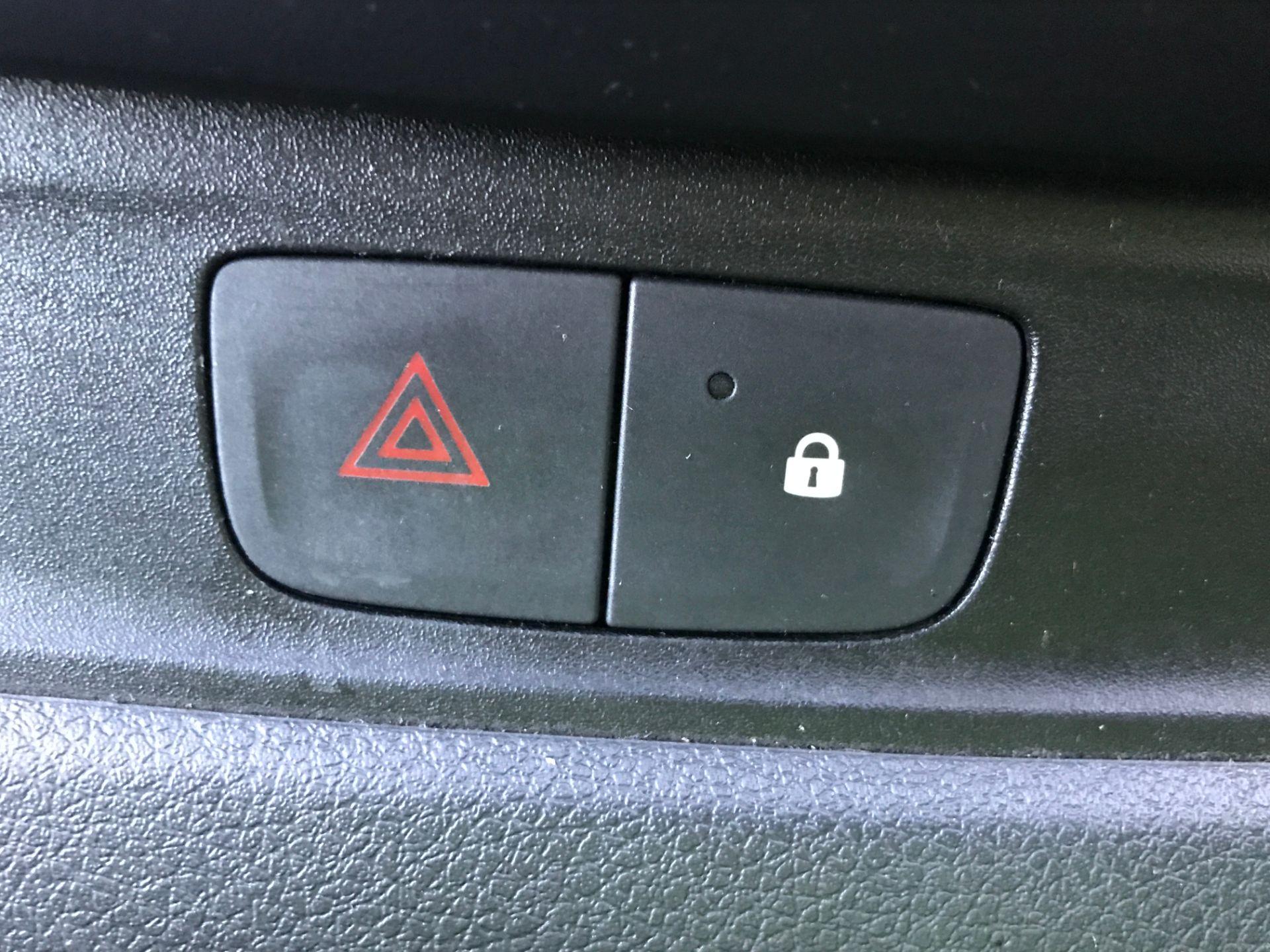 2017 Vauxhall Vivaro 2900 L2 H1 1.6CDTI 120PS EURO 6 (DP17UJB) Image 23