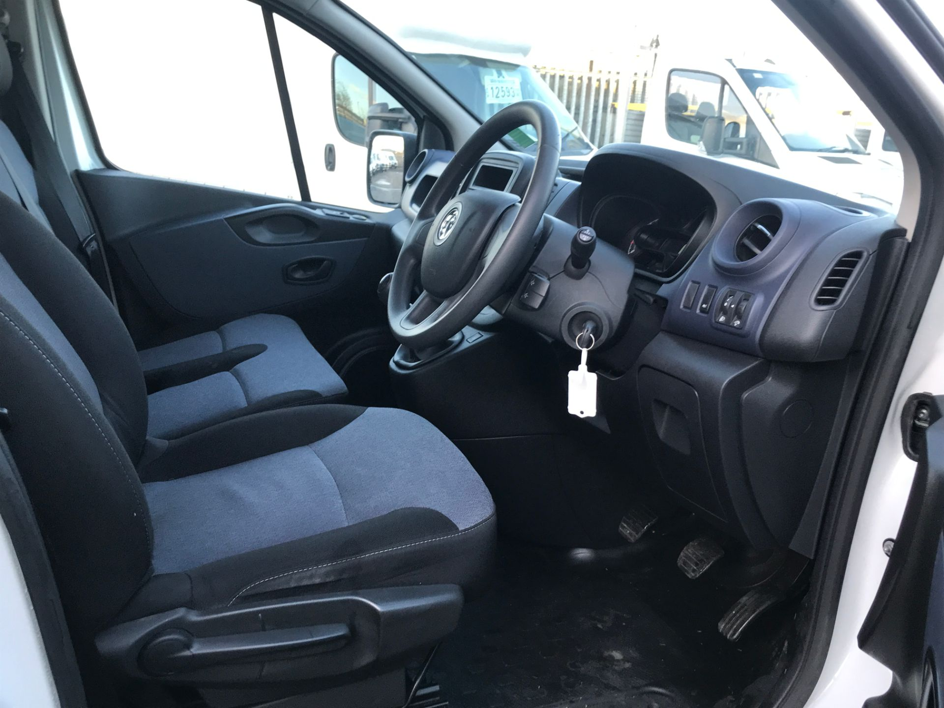 2017 Vauxhall Vivaro 2900 L2 H1 1.6CDTI 120PS EURO 6 (DP17UJB) Image 2
