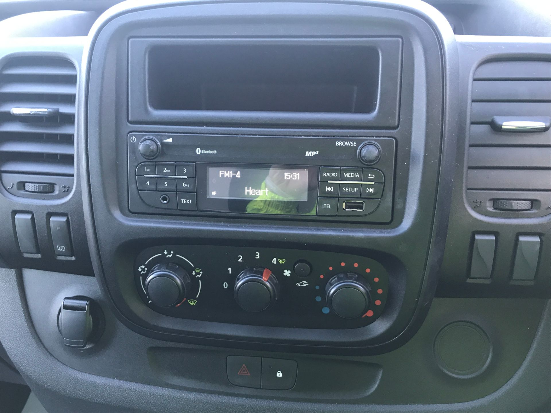2017 Vauxhall Vivaro 2900 L2 H1 1.6CDTI 120PS EURO 6 (DP17UJB) Image 3