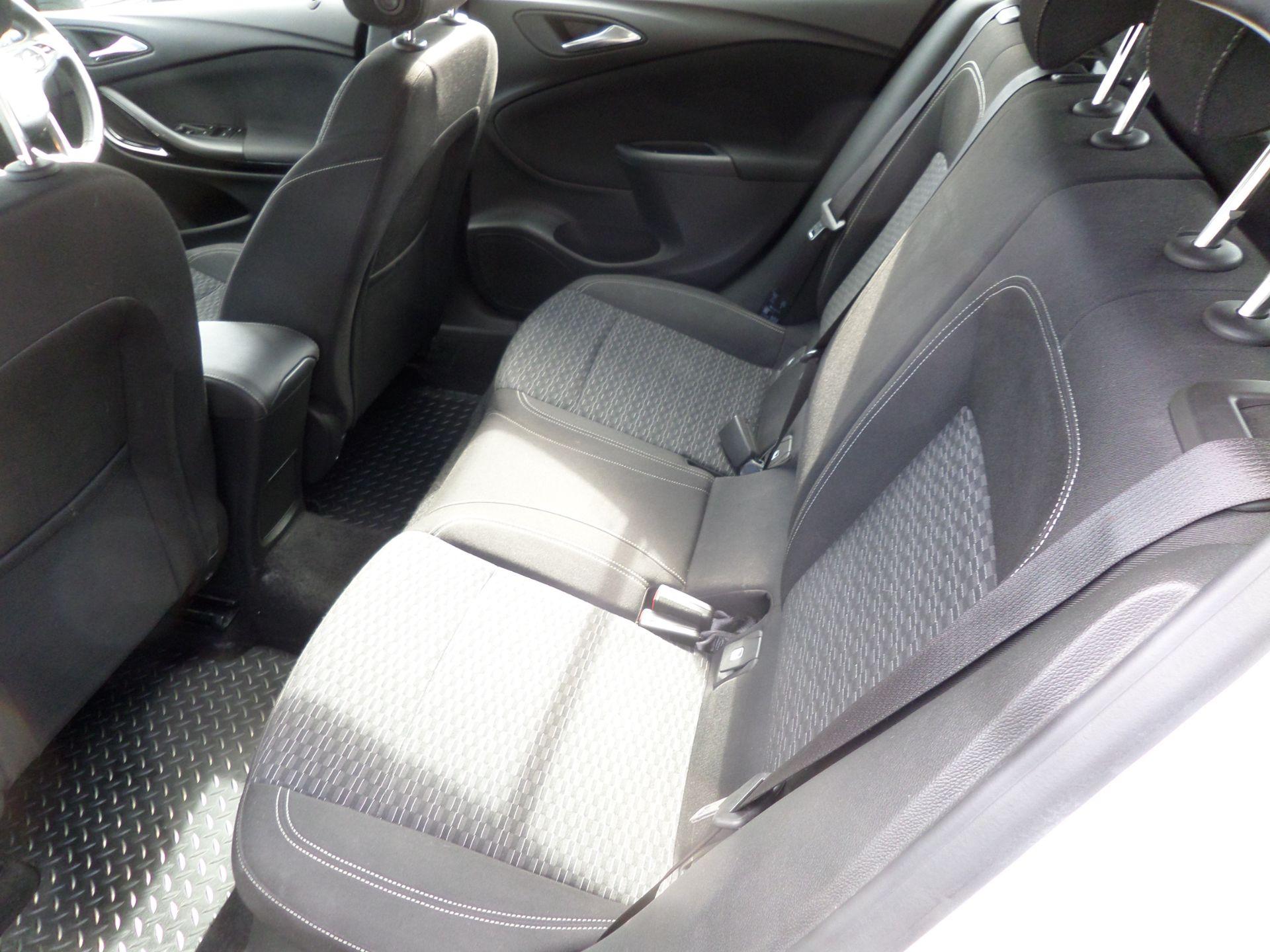 2018 Vauxhall Astra 1.6 Cdti 16V 136 Sri Nav 5Dr Euro 6 (DP18VCN) Image 7