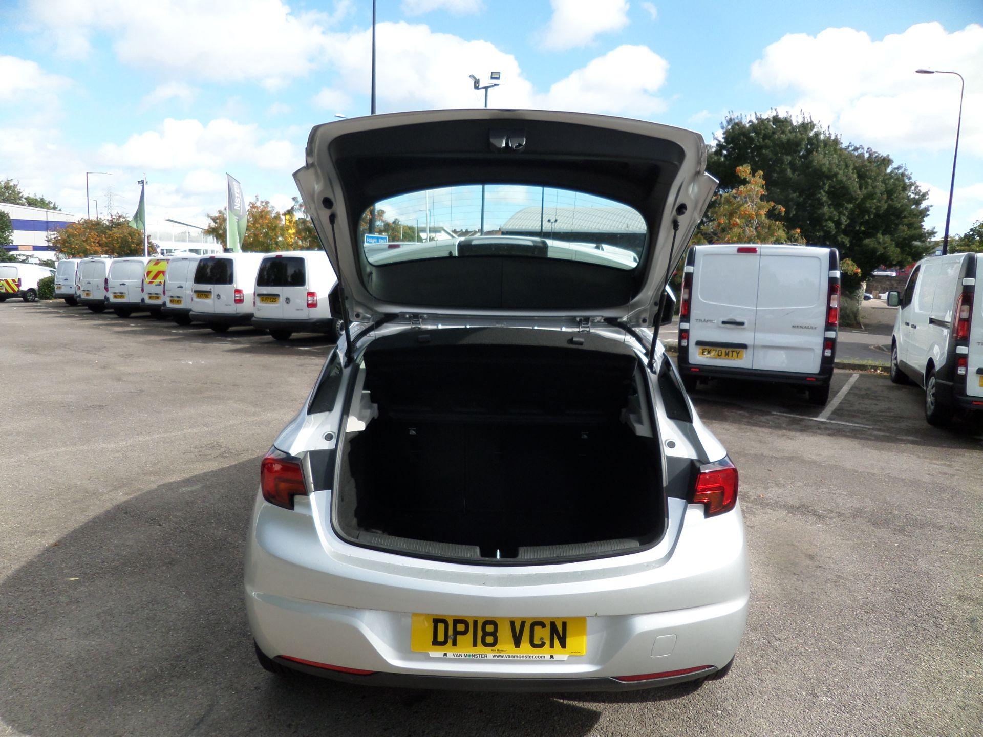 2018 Vauxhall Astra 1.6 Cdti 16V 136 Sri Nav 5Dr Euro 6 (DP18VCN) Image 4