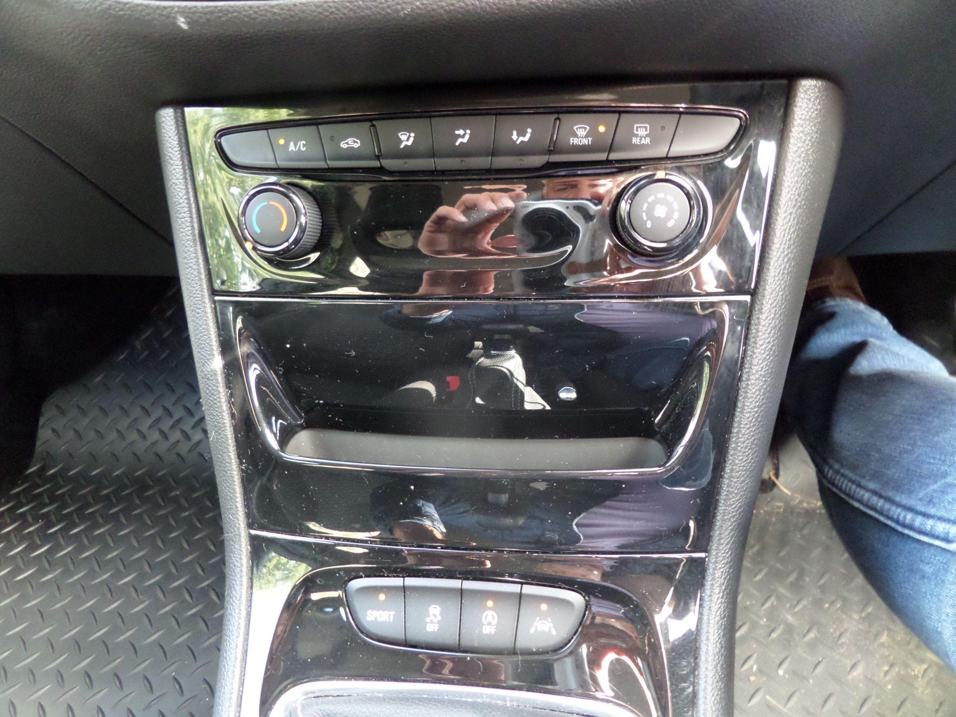 2018 Vauxhall Astra 1.6 Cdti 16V 136 Sri Nav 5Dr Euro 6 (DP18VCN) Image 14