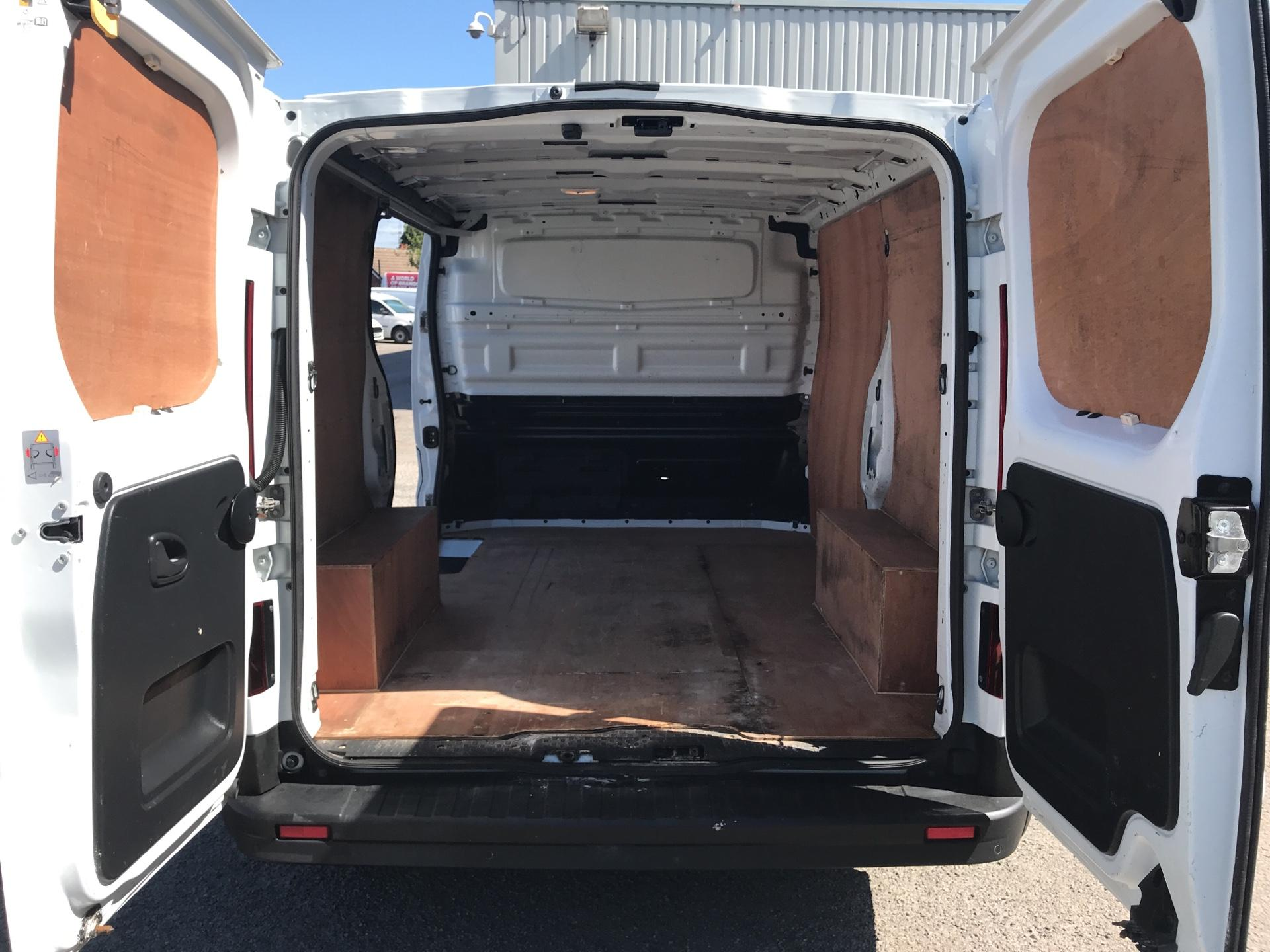 2015 Renault Trafic SWB SL27 ENERGY DCI 120 BUSINESS+ EURO 5 AIR CON (DP65NLL) Image 15