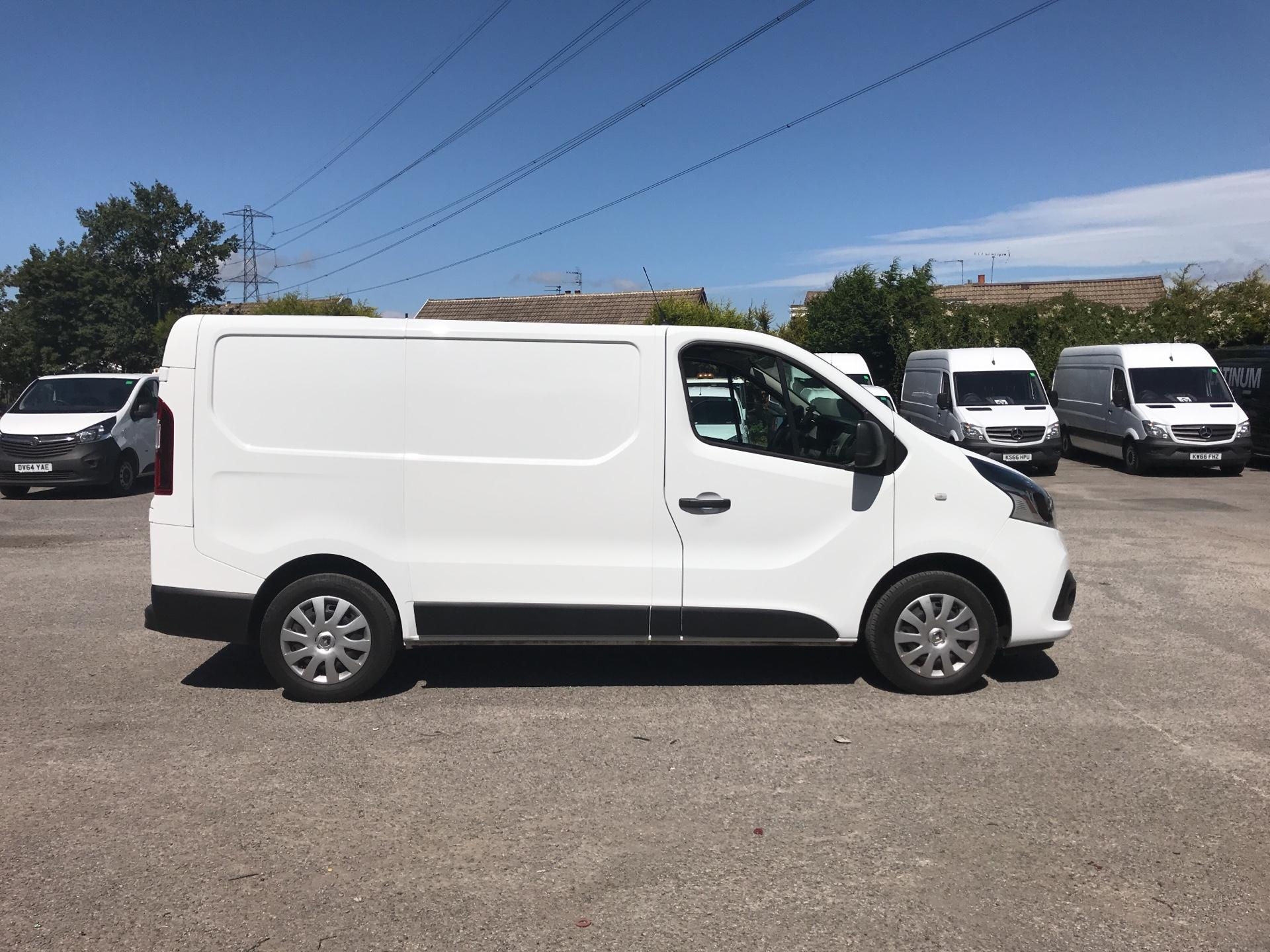 2015 Renault Trafic SWB SL27 ENERGY DCI 120 BUSINESS+ EURO 5 AIR CON (DP65NLL) Image 2