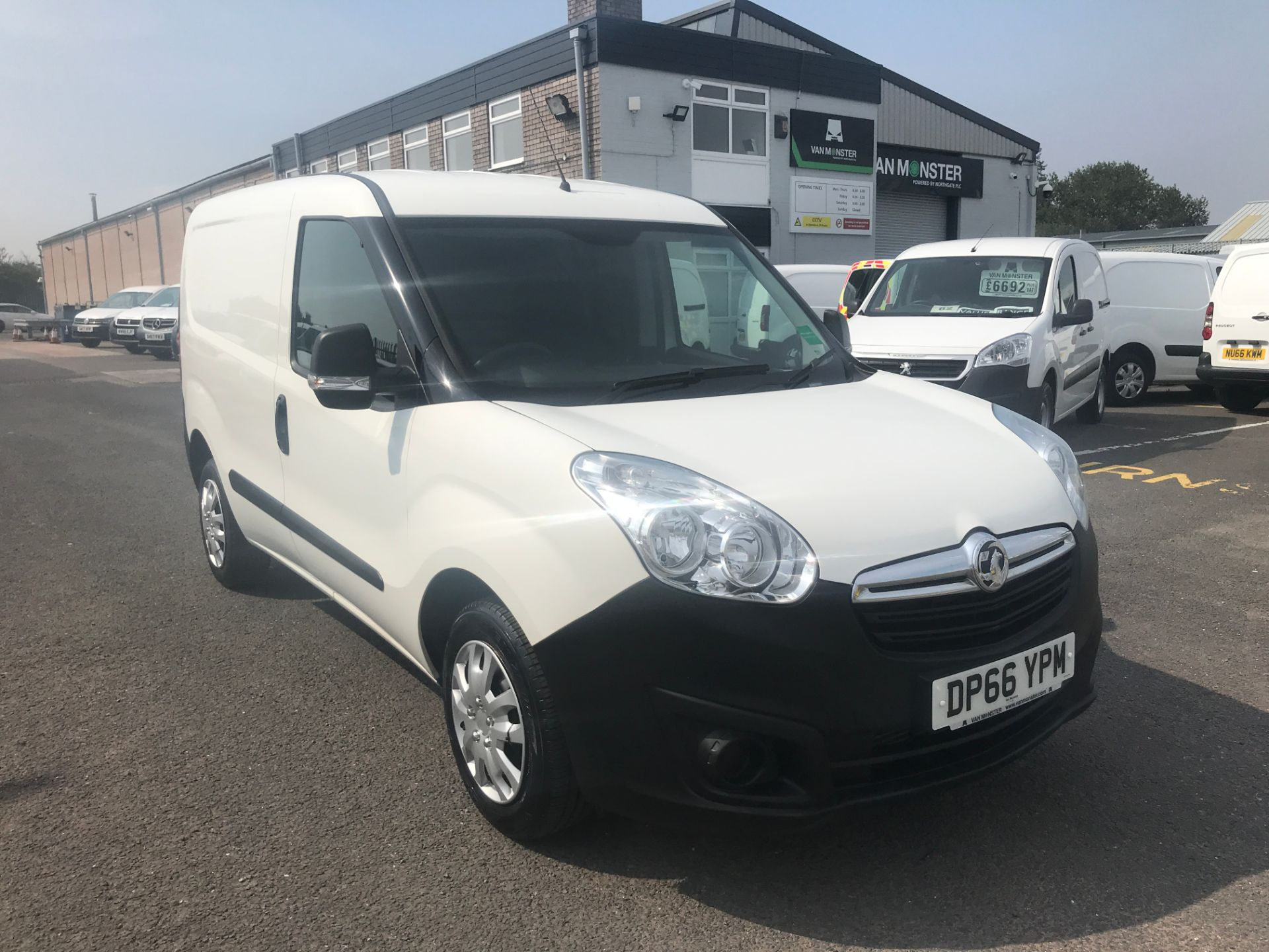 2016 Vauxhall Combo 2000 L1 H1 75PS EURO 5 (DP66YPM)