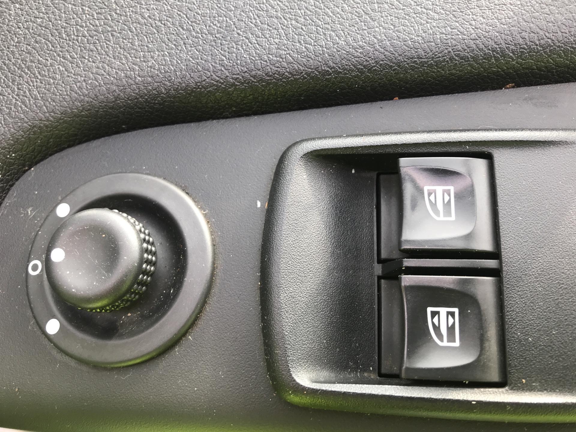 2015 Vauxhall Vivaro 2900 1.6Cdti 115Ps H1 Combi 9 Seat Euro 5 (DS65CZT) Image 15