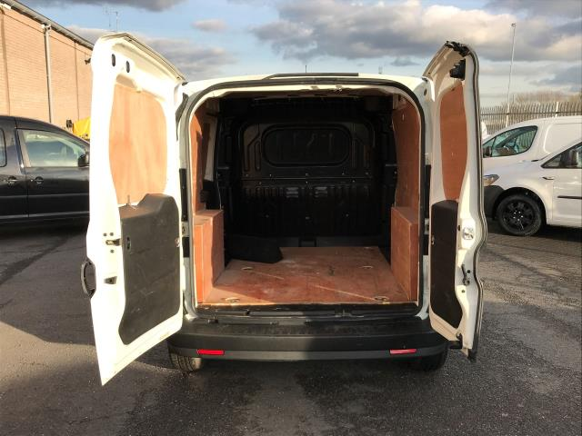 2015 Vauxhall Combo 2000 L1 H1 1.3CDTI 16V EURO 5 (DS65OEF) Image 14