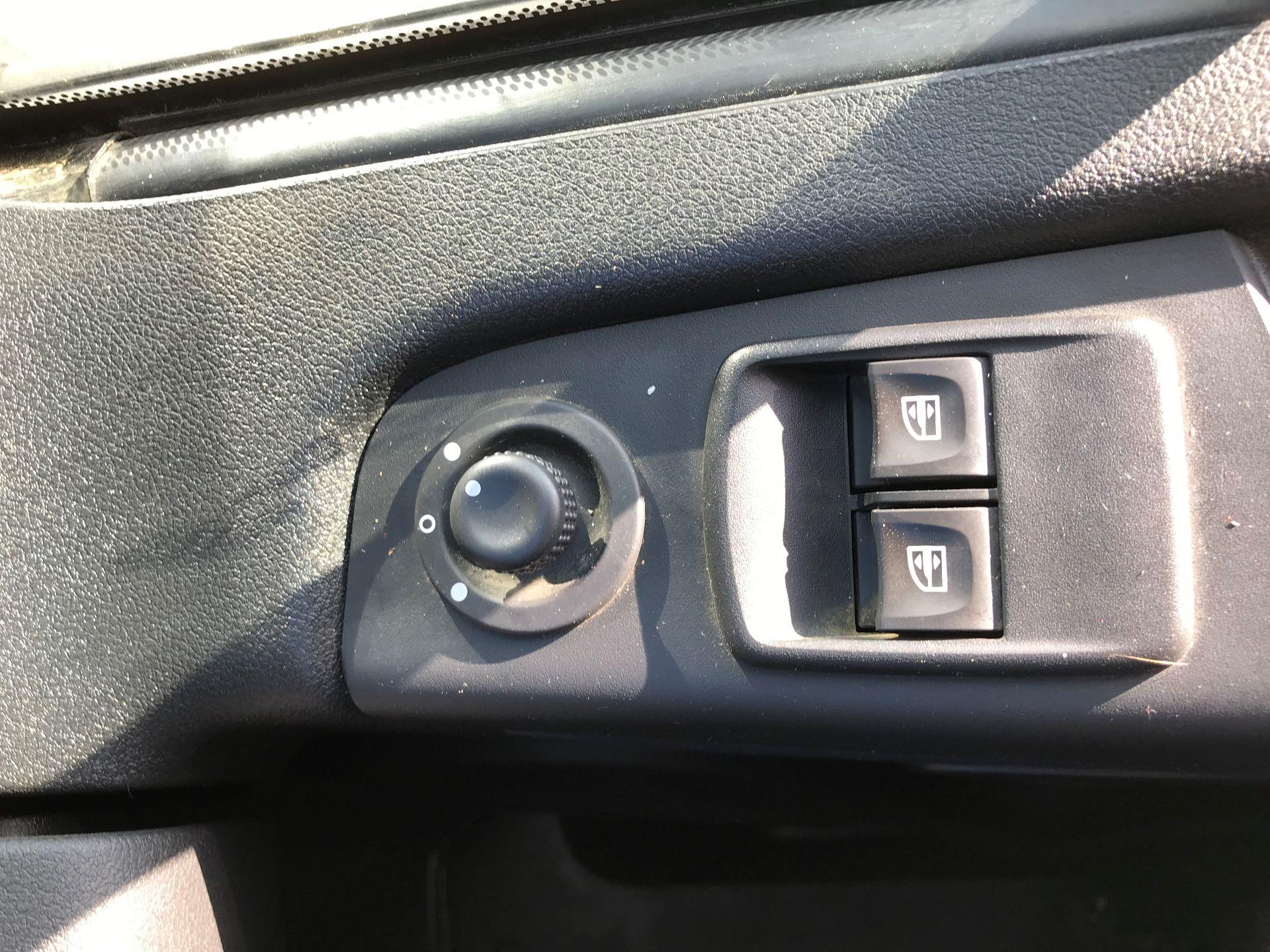 2015 Vauxhall Vivaro  L1 H1 2900 1.6 BITURBO 120PS ECOFLEX COMBI 9 SEAT EURO 5 (DS65OHR) Image 19