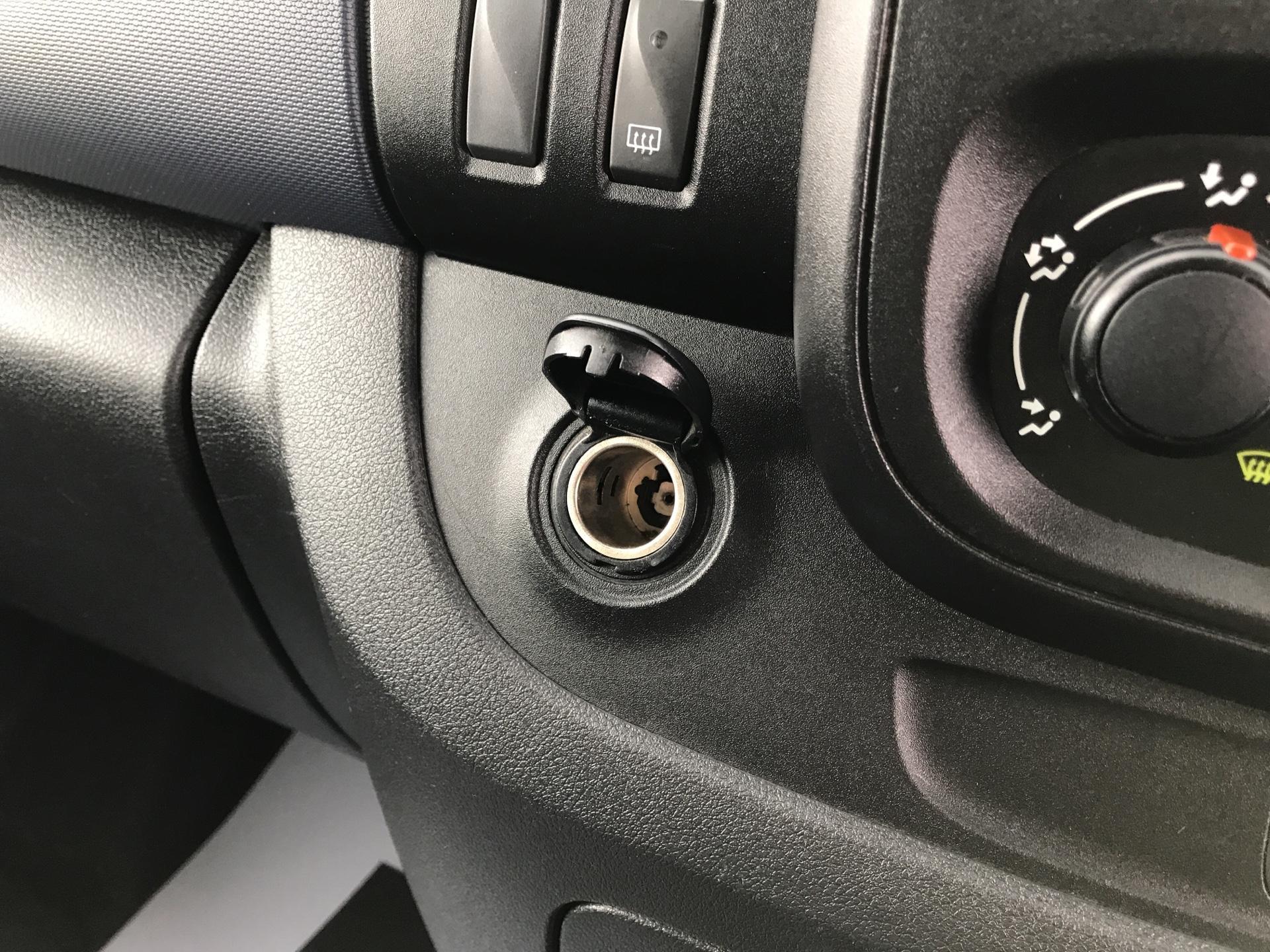 2015 Vauxhall Vivaro  L2 H1 2900 1.6 115PS Combi 9 seater Euro 5 (DS65OMC) Image 19