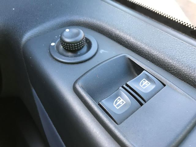2015 Vauxhall Vivaro 2900 L2 H1 1.6CDTI 115PS 9 SEAT MINIBUS EURO 5 (DS65UBA) Image 27