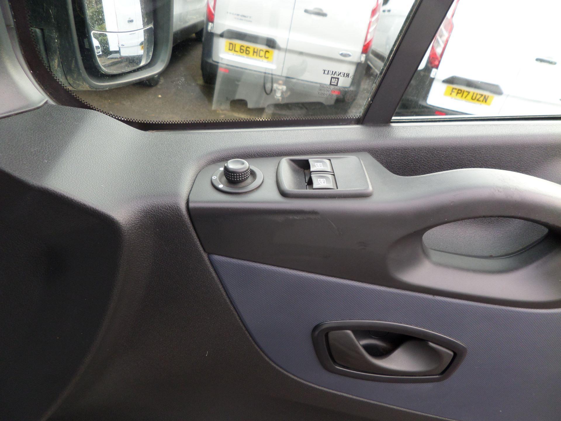 2015 Vauxhall Vivaro 2900 1.6Cdti 115Ps H1 Combi 9 Seat Mini Bus Euro 5 (DS65UEP) Image 20