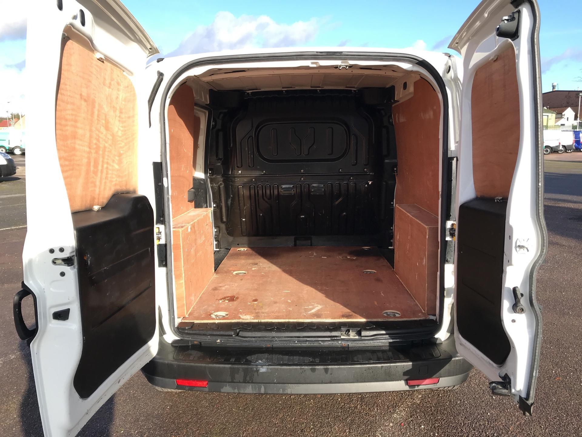 2015 Vauxhall Combo L1 H1 2000 1.3 16V EURO 5 (DS65UFX) Image 19