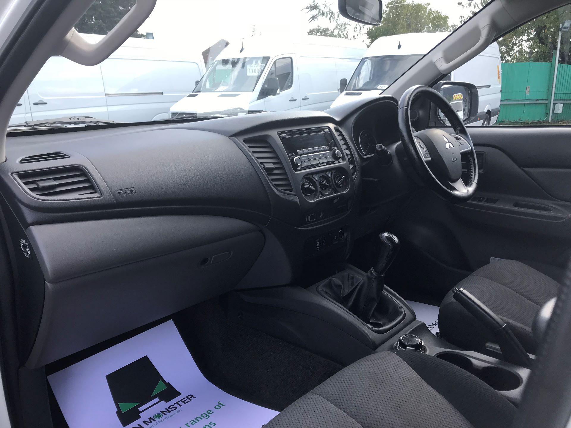 2016 Mitsubishi L200   D/CAB DI-D 151 4 LIFE EURO 5 (DS66RXJ) Image 17