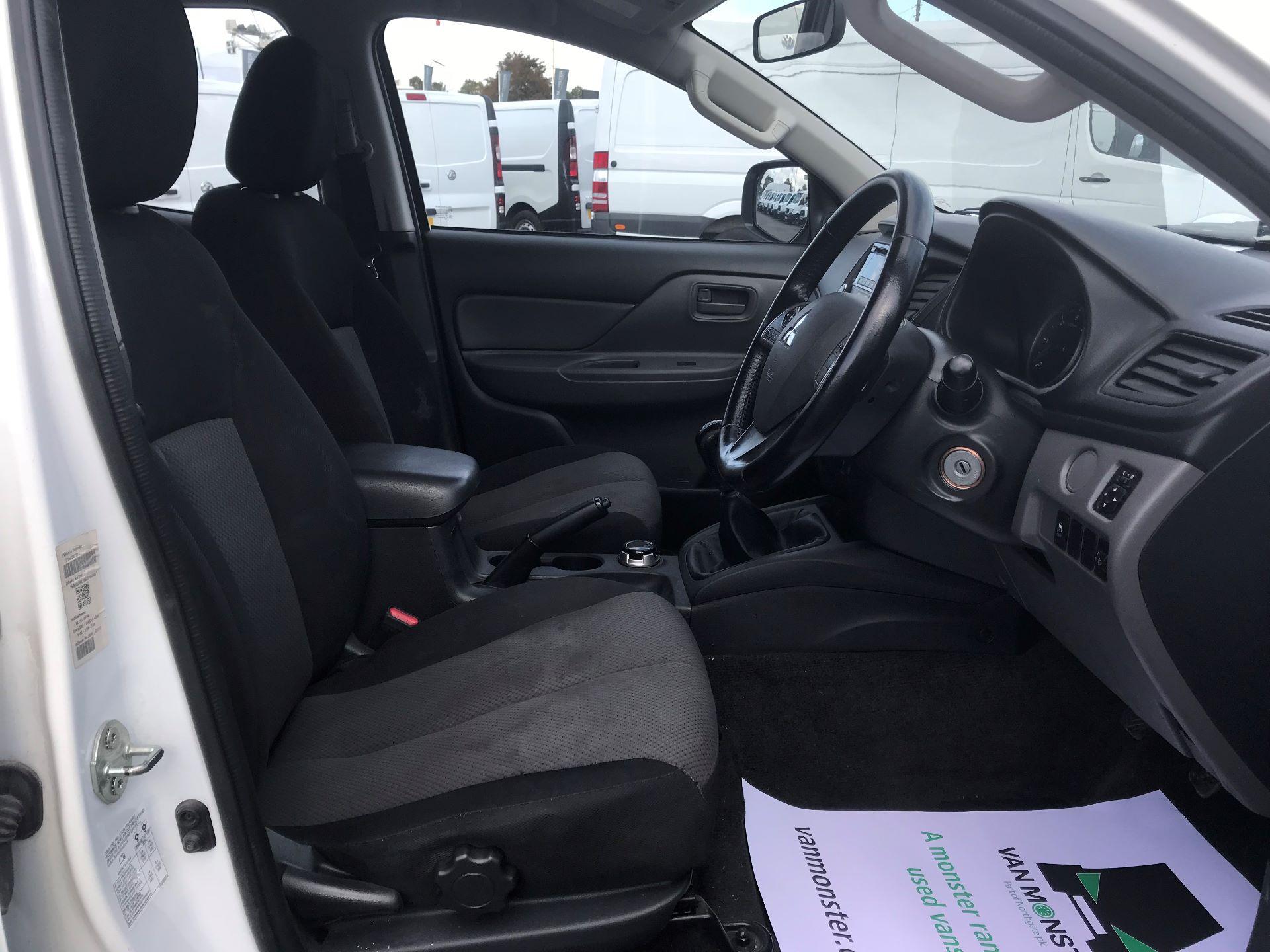 2016 Mitsubishi L200   D/CAB DI-D 151 4 LIFE EURO 5 (DS66RXJ) Image 19