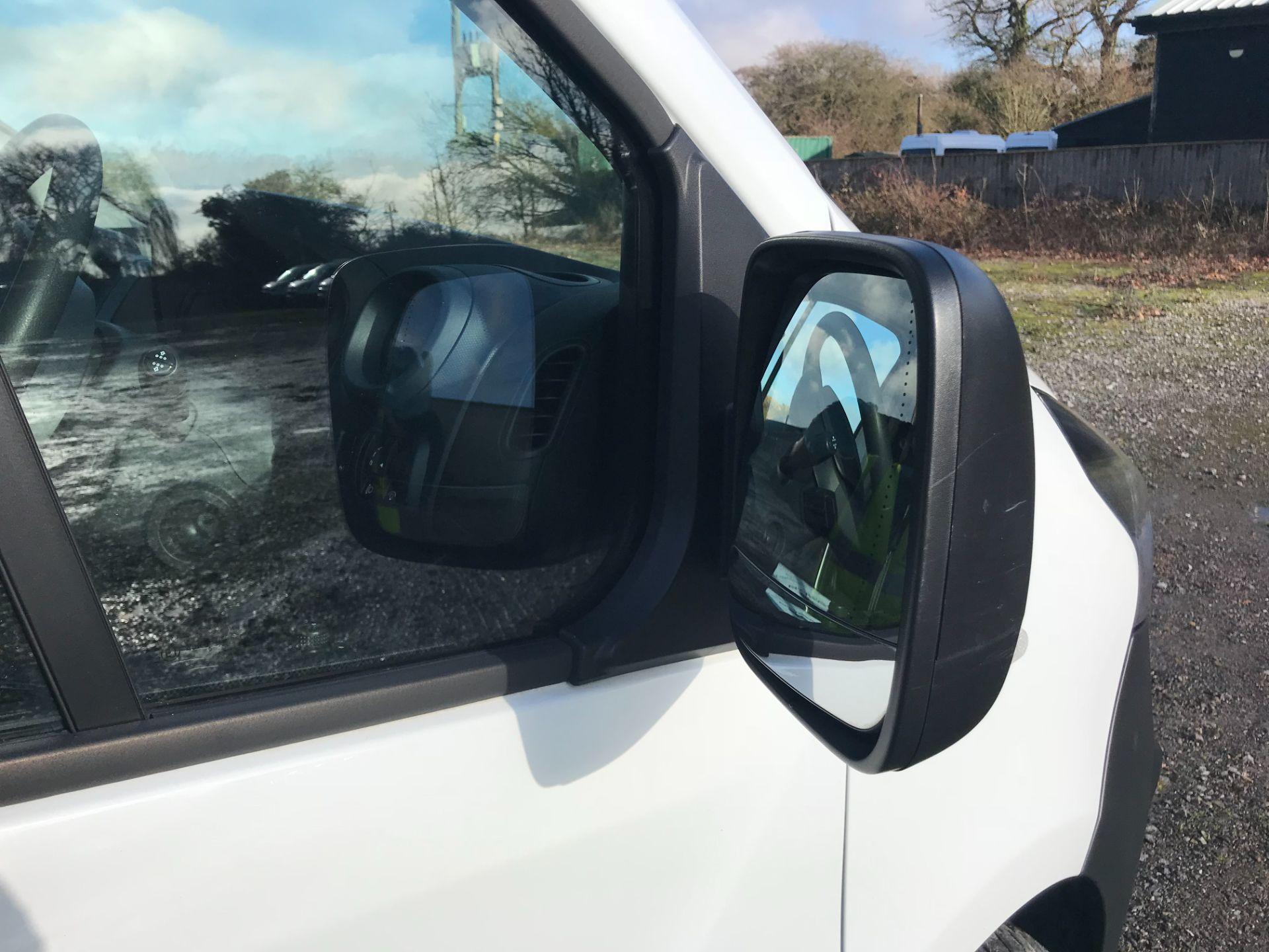 2016 Vauxhall Vivaro  L2 H1 2900 1.6 BITURBO 125PS ECOFLEX COMBI 9 SEAT EURO 6 (DS66YFE) Image 32