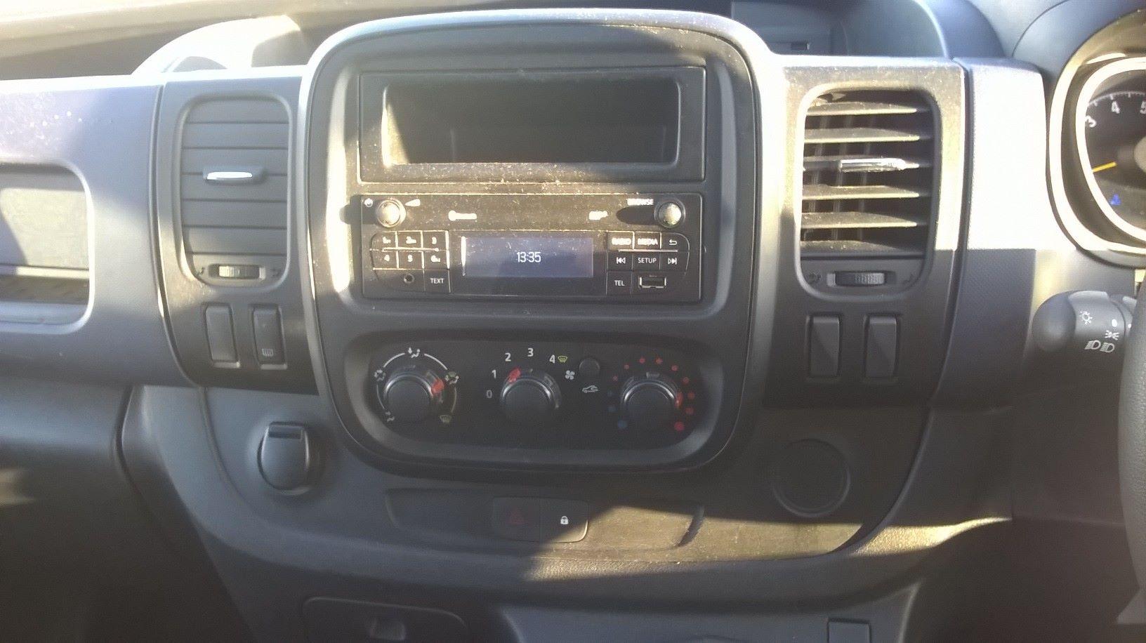 2016 Vauxhall Vivaro L2 H1 2900 1.6 115PS EURO 5 (DS66YFU) Image 16