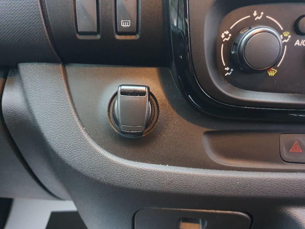 2017 Vauxhall Vivaro L2 H1 2900 1.6CDTI 120PS SPORTIVE EURO 6 (DS67BND) Image 17