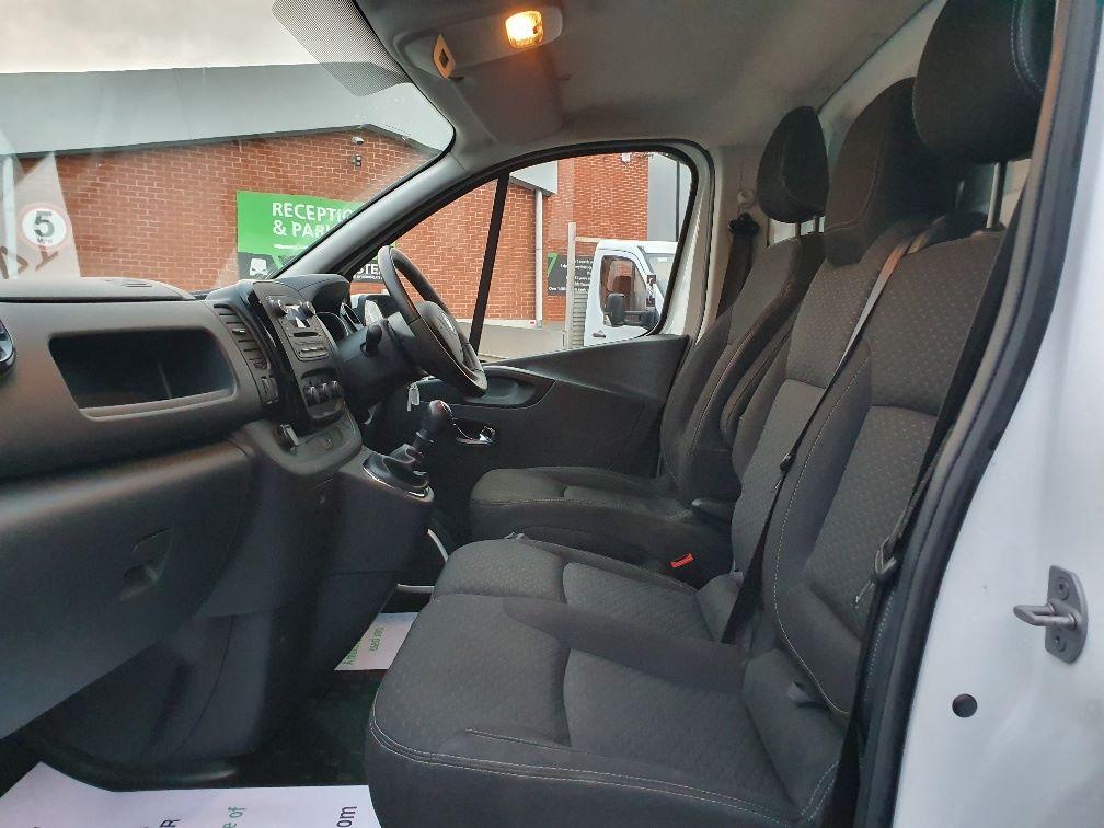 2017 Vauxhall Vivaro L2 H1 2900 1.6CDTI 120PS SPORTIVE EURO 6 (DS67BND) Image 16