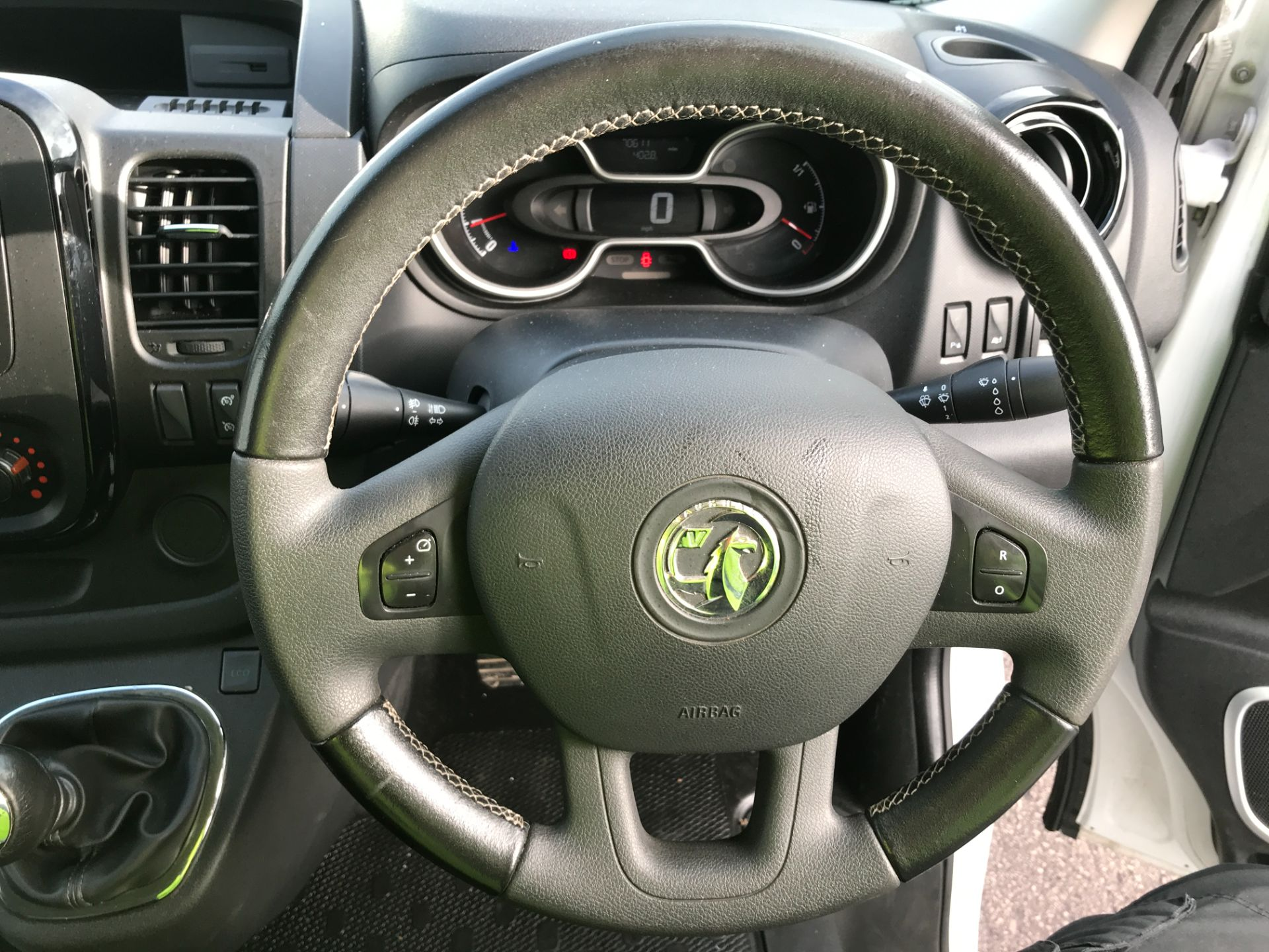 2017 Vauxhall Vivaro 2900 L2 H1 1.6CDTI 120PS SPORTIVE EURO 6 (DS67CJF) Image 5