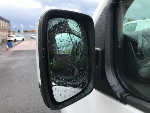2017 Vauxhall Vivaro 2900 L2 H1 1.6CDTI 120PS SPORTIVE EURO 6 (DS67CJV) Image 28