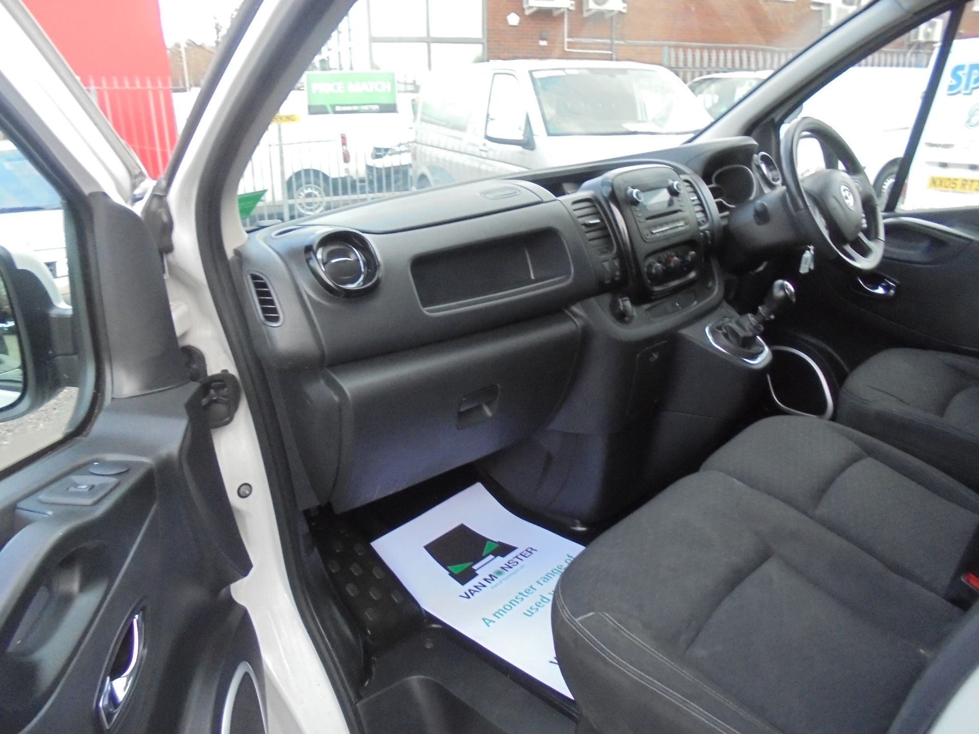 2017 Vauxhall Vivaro L2 H1 2900 1.6CDTI 120PS SPORTIVE EURO 6 (DS67CKE) Image 15