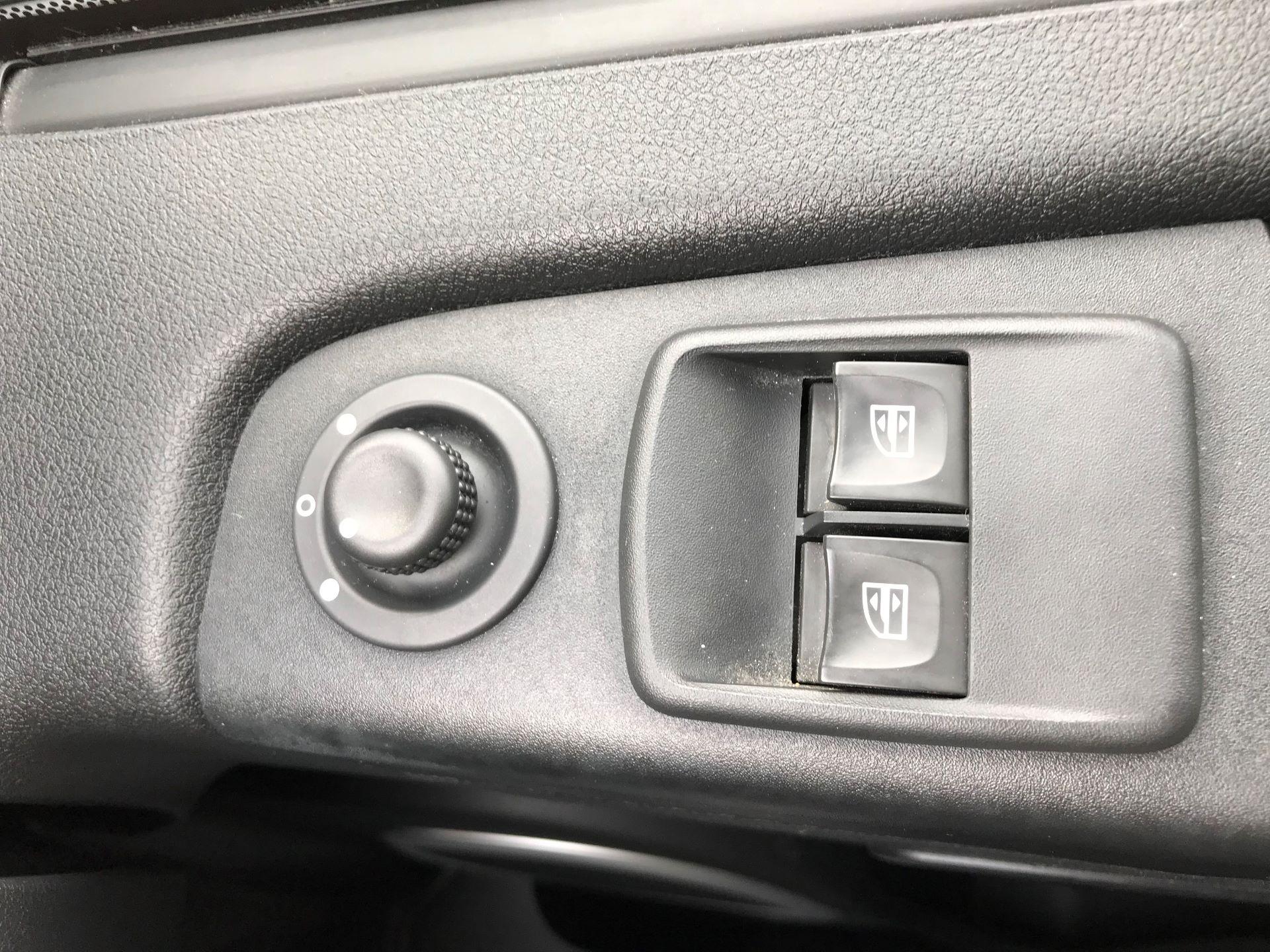 2017 Vauxhall Vivaro L2 H1 2900 1.6CDTI 120PS SPORTIVE EURO 6 (DS67CME) Image 23