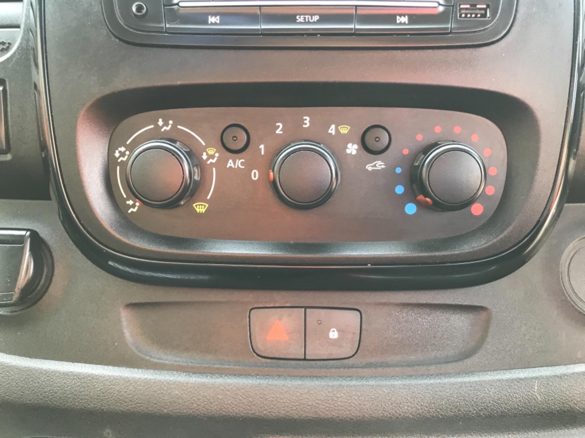 2017 Vauxhall Vivaro L2 H1 2900 1.6CDTI 120PS SPORTIVE EURO 6 (DS67CVY) Image 21