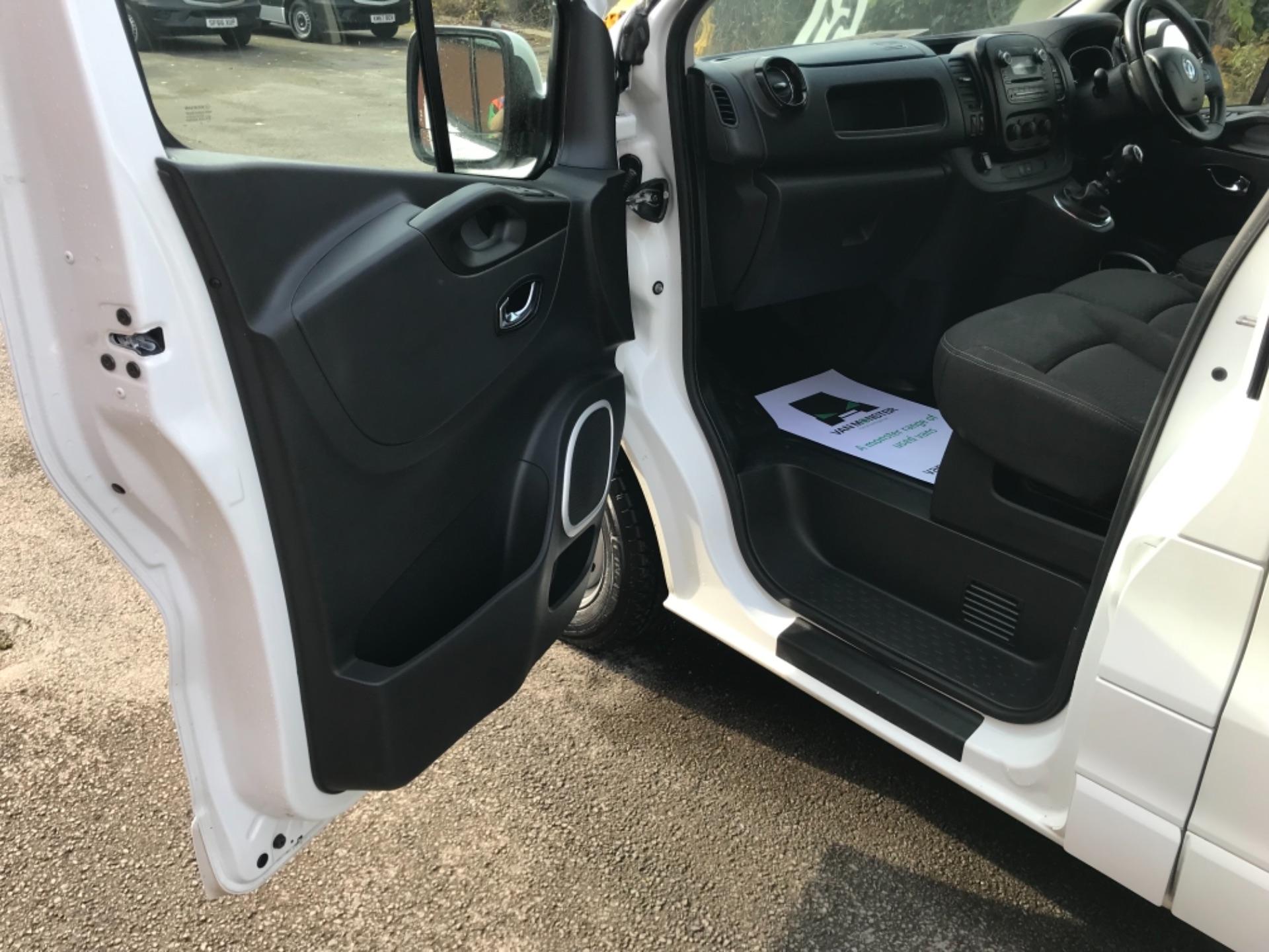 2017 Vauxhall Vivaro L2 H1 2900 1.6CDTI 120PS SPORTIVE EURO 6 (DS67CVY) Image 26