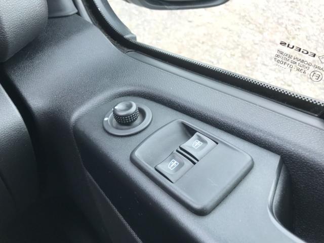 2017 Vauxhall Vivaro L2 H1 2900 1.6CDTI 120PS SPORTIVE EURO 6 (DS67DLJ) Image 34