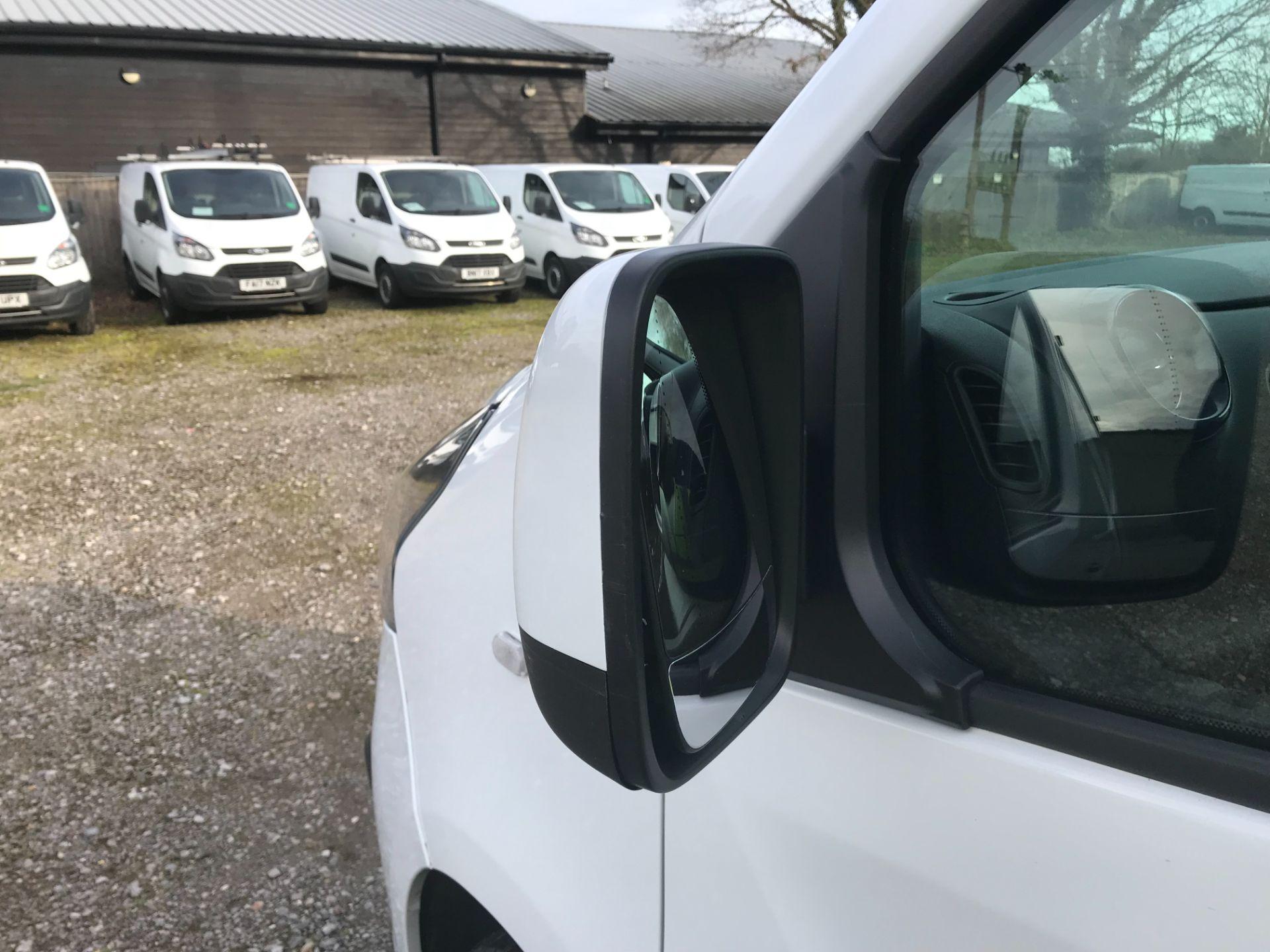 2017 Vauxhall Vivaro L2 H1 2900 1.6CDTI 120PS SPORTIVE EURO 6 (DS67UUX) Image 29
