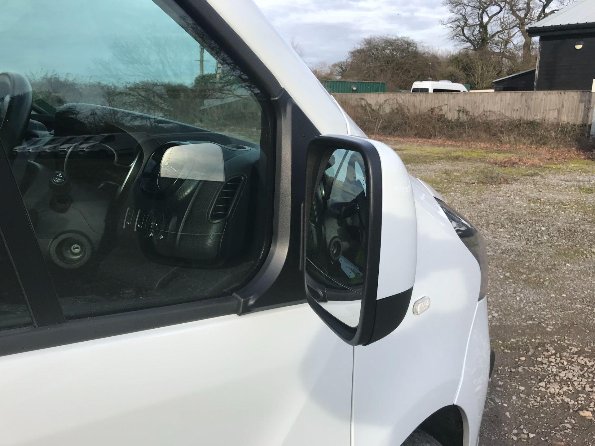 2017 Vauxhall Vivaro L2 H1 2900 1.6CDTI 120PS SPORTIVE EURO 6 (DS67UUX) Image 28