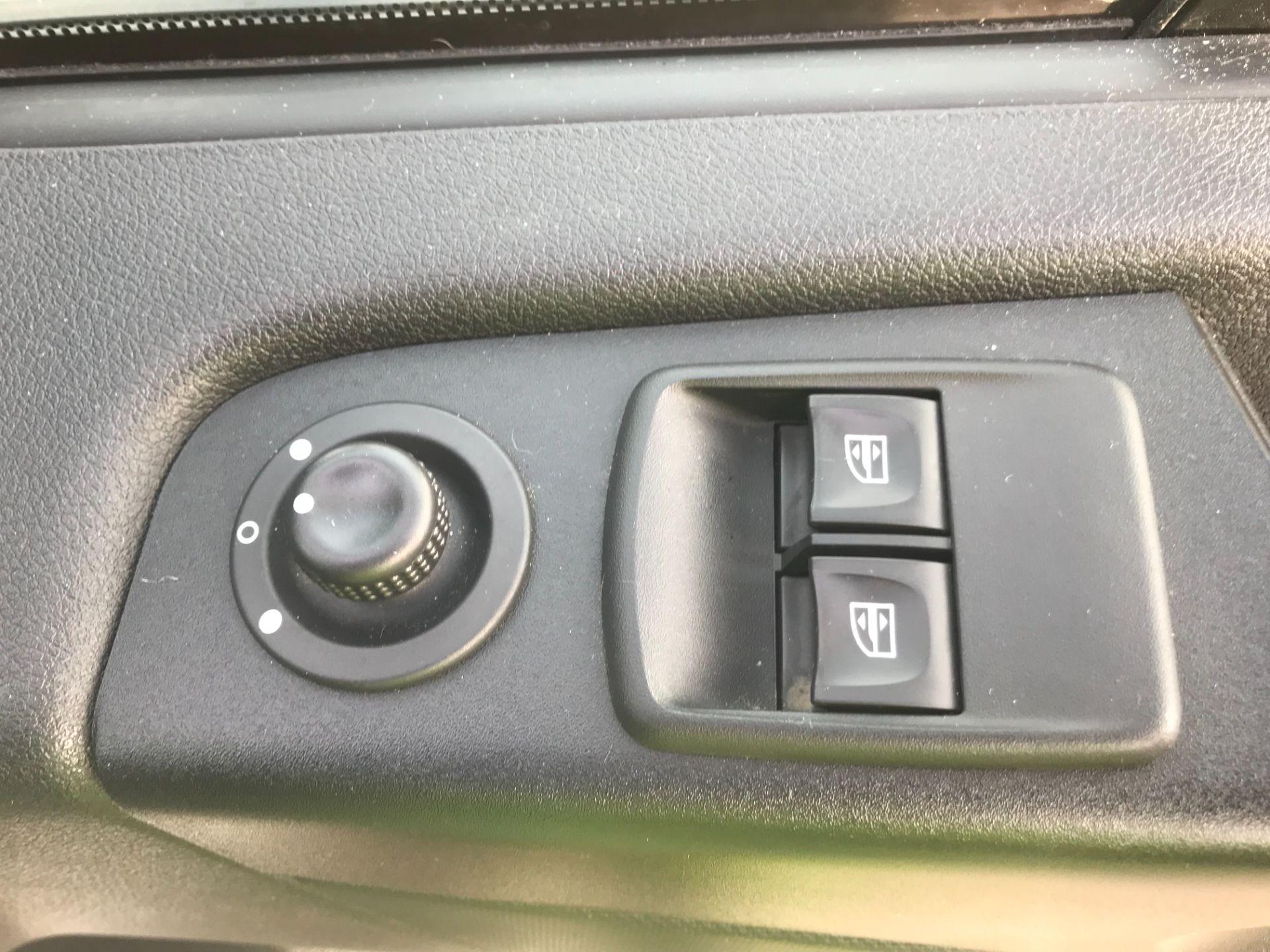 2017 Vauxhall Vivaro L2 H1 2900 1.6CDTI 120PS SPORTIVE EURO 6 (DS67UUX) Image 19