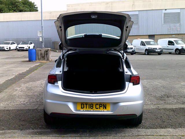2018 Vauxhall Astra 1.6 Cdti 16V 136 Sri Nav 5Dr (DT18CPN) Image 19