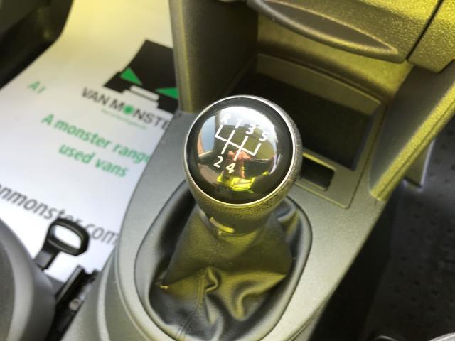 2014 Volkswagen Caddy Maxi 1.6TDI 102PS STARTLINE EURO 5 (DU14PVZ) Image 4