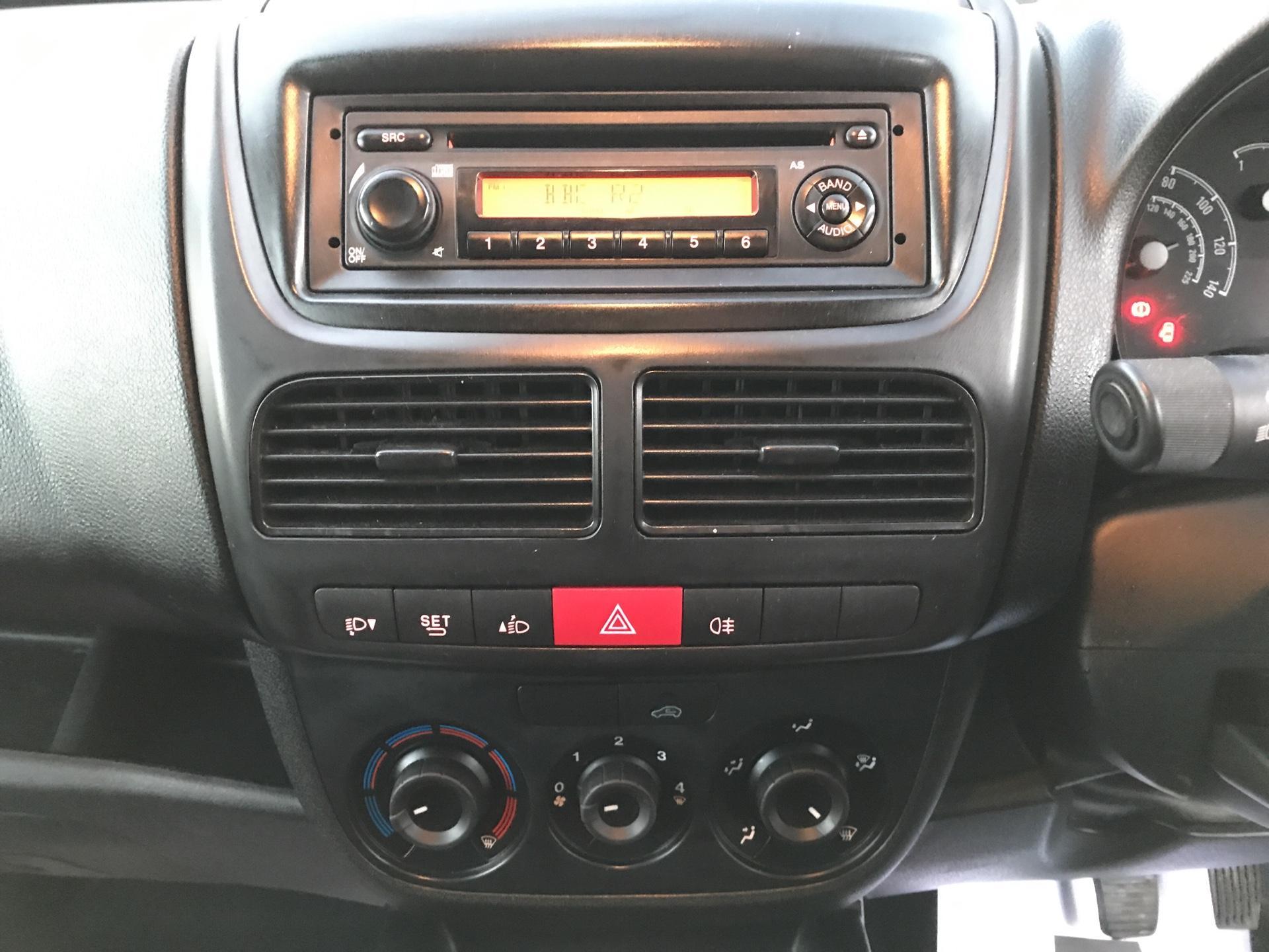 2015 Vauxhall Combo  L1 H1 2000 1.3 16V  EURO 5 (DU15BJV) Image 10