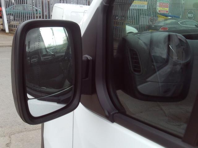 2017 Vauxhall Vivaro 2900 L2 H1 1.6CDTI 120PS EURO 6 (DU17UXM) Image 24