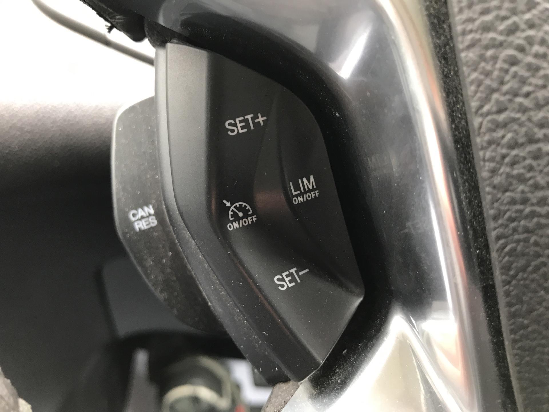 2016 Ford Transit Custom 290 L1 DIESEL FWD 2.2 TDCI 125PS LOW ROOF LIMITED VAN EURO 5 (DV16OKP) Image 17