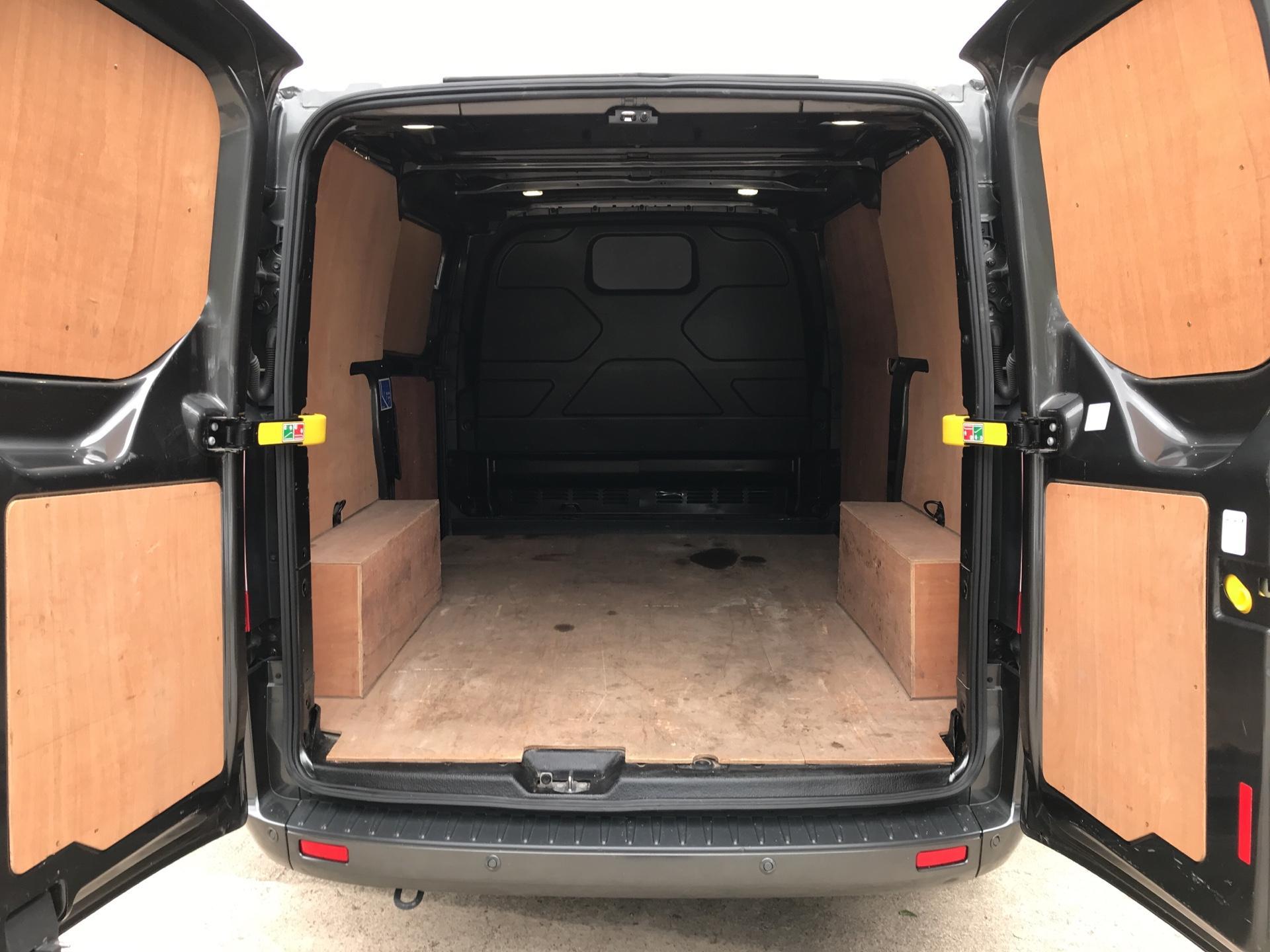 2016 Ford Transit Custom 290 L1 DIESEL FWD 2.2 TDCI 125PS LOW ROOF LIMITED VAN EURO 5 (DV16OKP) Image 15